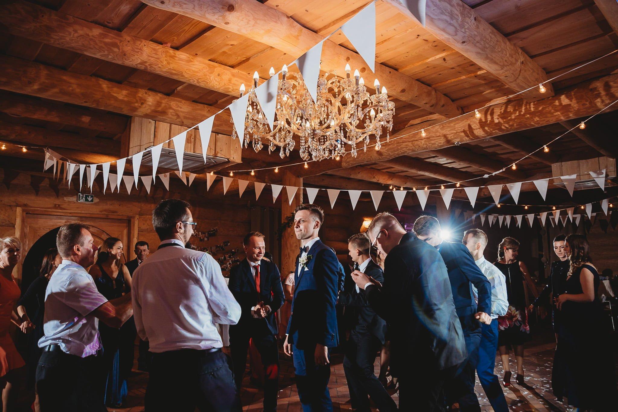 Fantastyczny ślub w stylu rustykalnym, wesele w Kapitańskiej  fotograf ślubny Konin 300