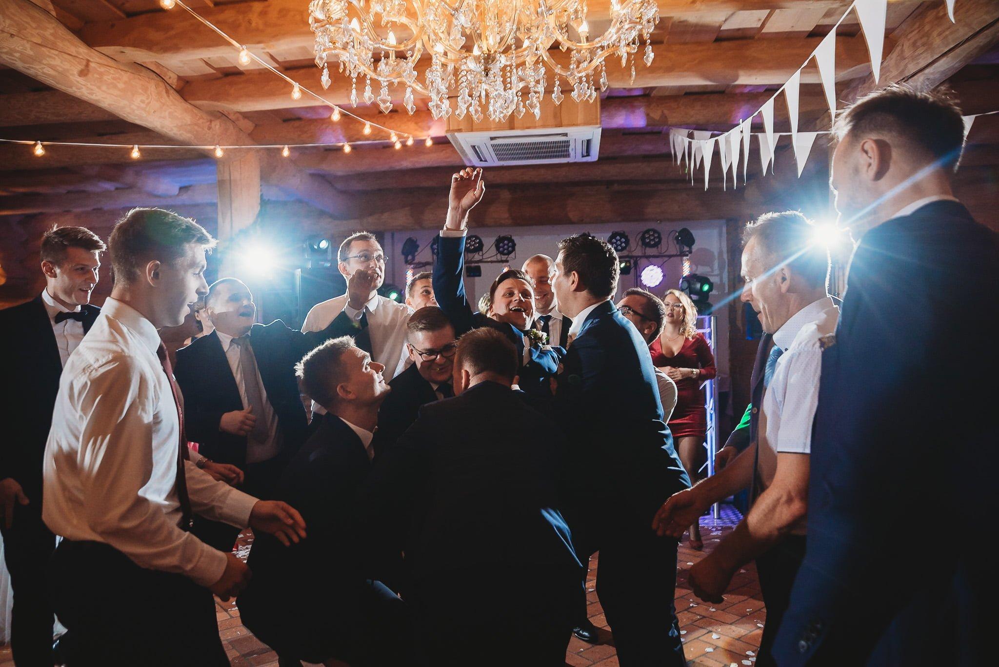 Fantastyczny ślub w stylu rustykalnym, wesele w Kapitańskiej  fotograf ślubny Konin 302