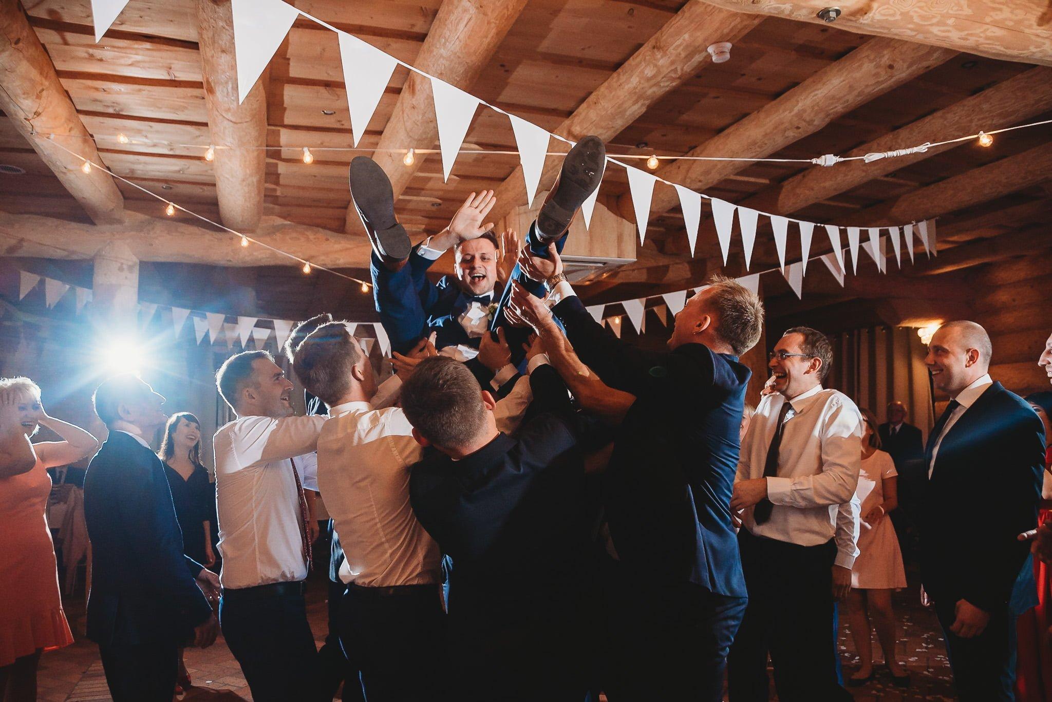 Fantastyczny ślub w stylu rustykalnym, wesele w Kapitańskiej  fotograf ślubny Konin 304