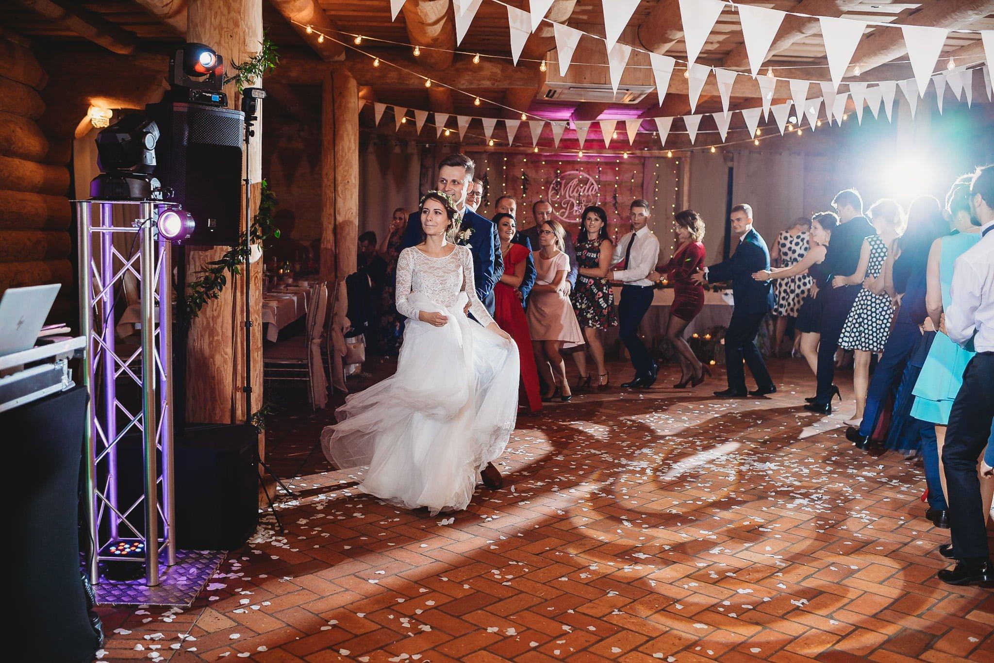 Fantastyczny ślub w stylu rustykalnym, wesele w Kapitańskiej  fotograf ślubny Konin 308