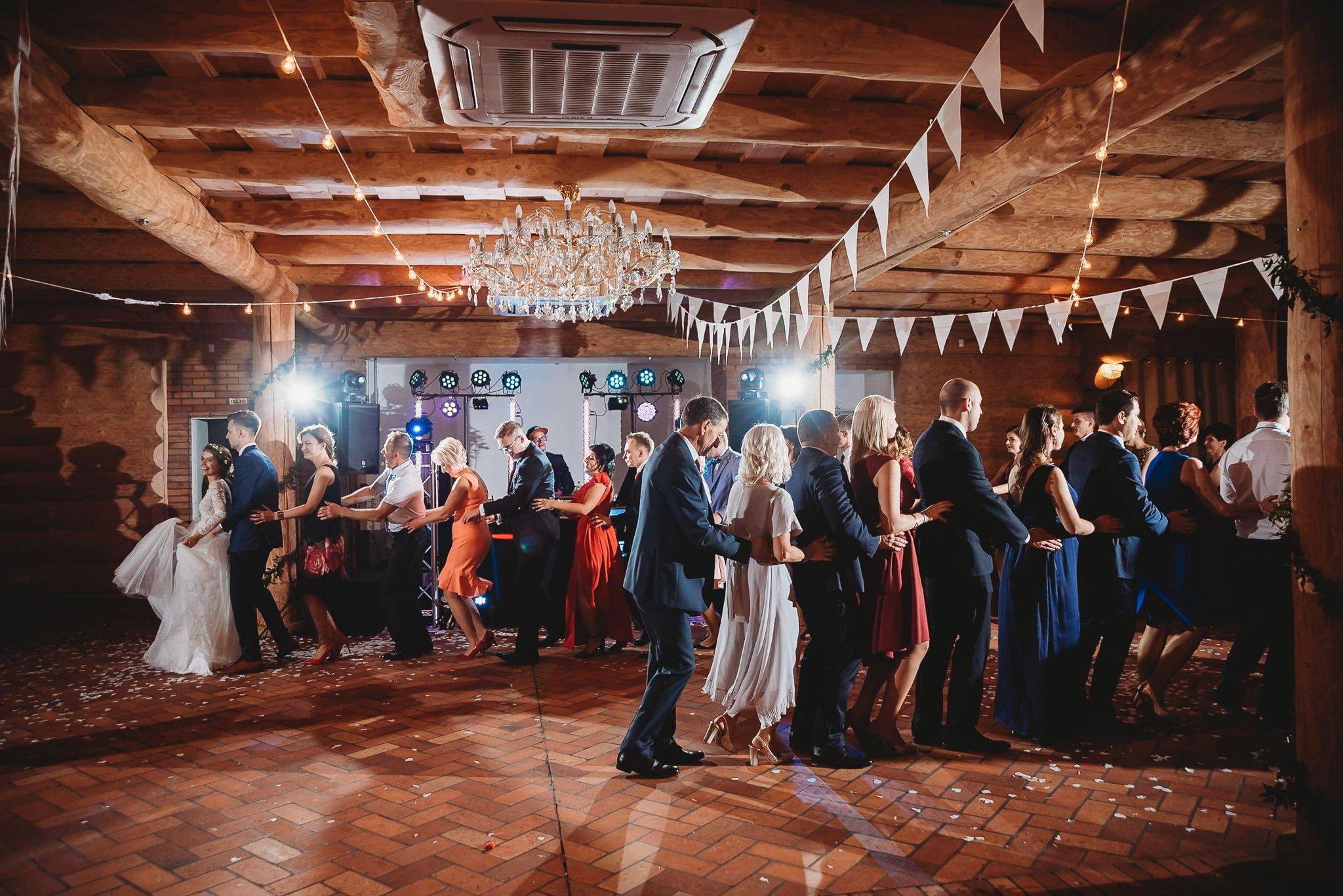 Fantastyczny ślub w stylu rustykalnym, wesele w Kapitańskiej  fotograf ślubny Konin 310