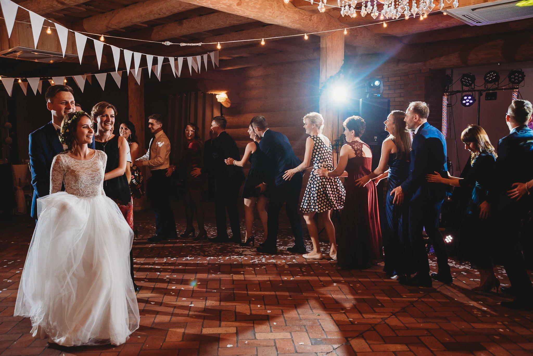 Fantastyczny ślub w stylu rustykalnym, wesele w Kapitańskiej  fotograf ślubny Konin 316