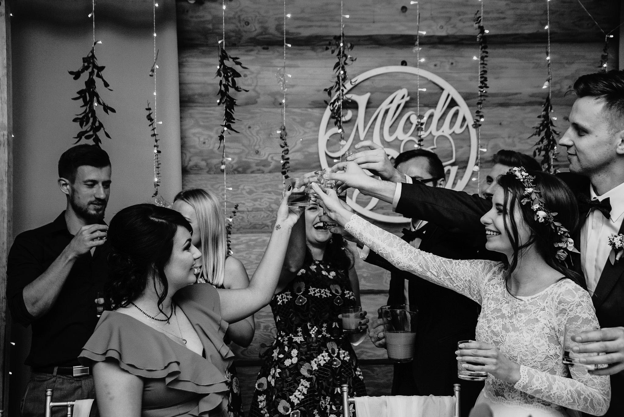 Fantastyczny ślub w stylu rustykalnym, wesele w Kapitańskiej  fotograf ślubny Konin 320