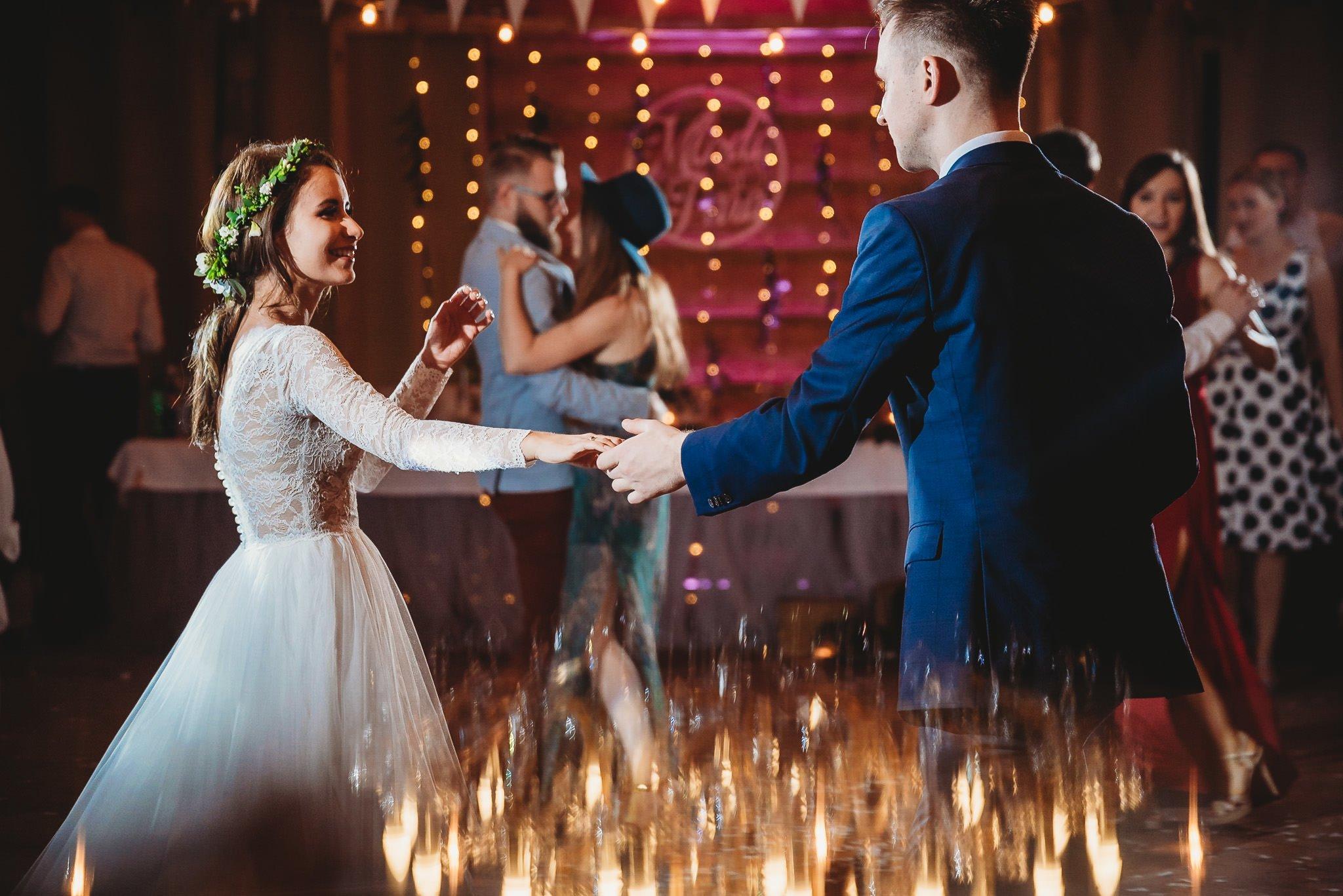 Fantastyczny ślub w stylu rustykalnym, wesele w Kapitańskiej  fotograf ślubny Konin 324