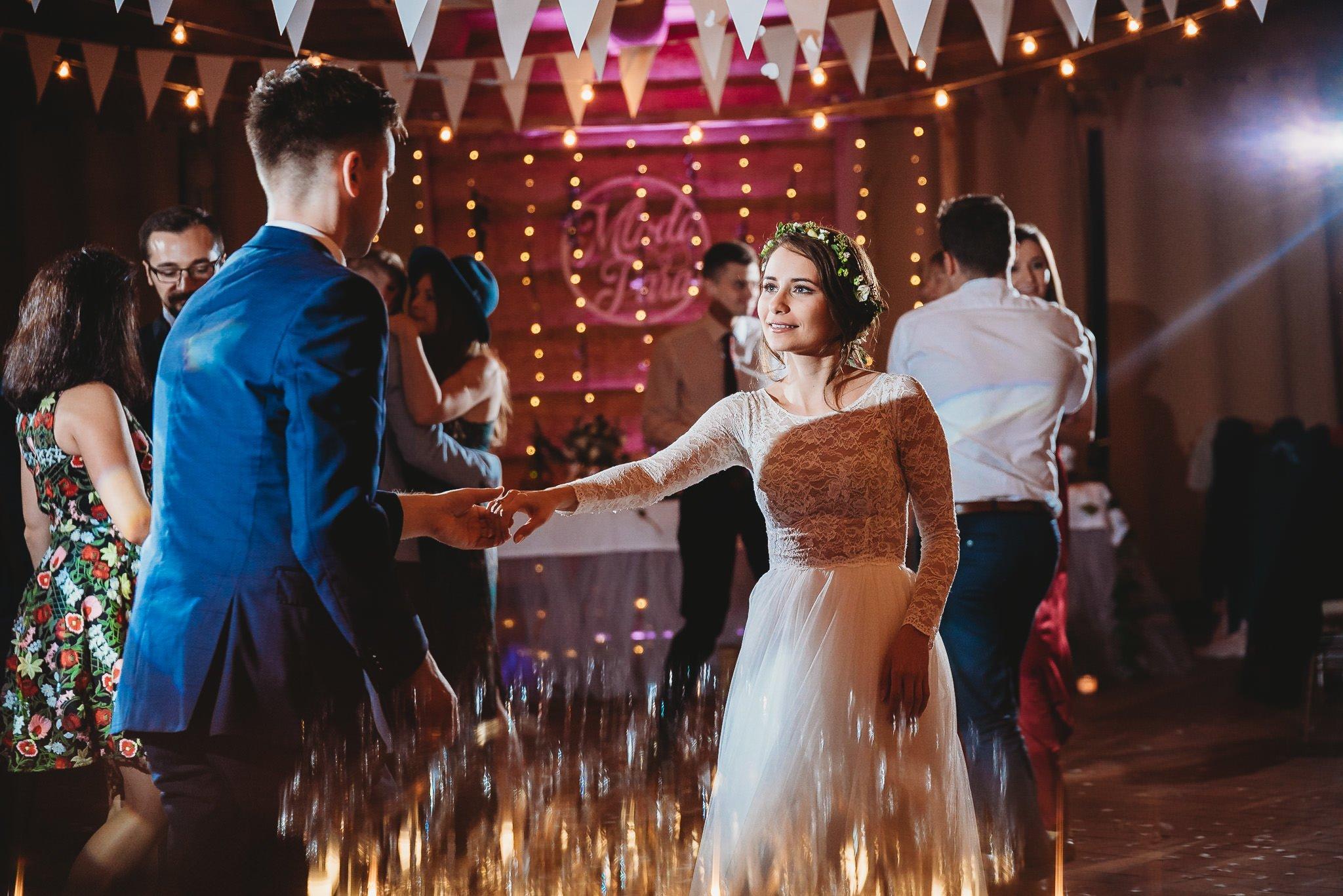 Fantastyczny ślub w stylu rustykalnym, wesele w Kapitańskiej  fotograf ślubny Konin 326
