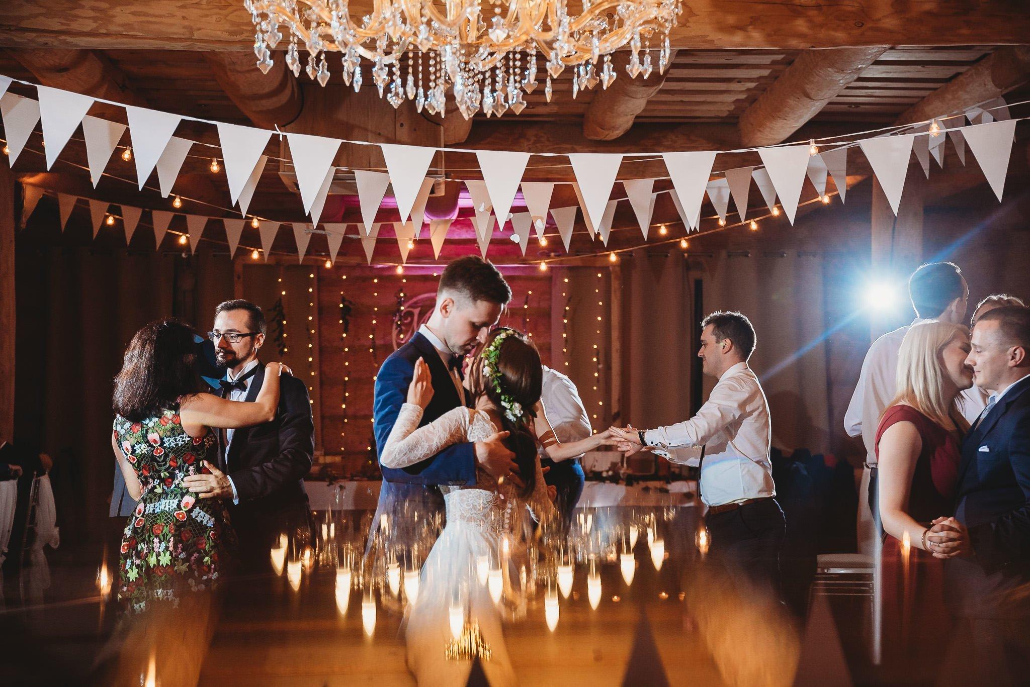 Fantastyczny ślub w stylu rustykalnym, wesele w Kapitańskiej  fotograf ślubny Konin 328