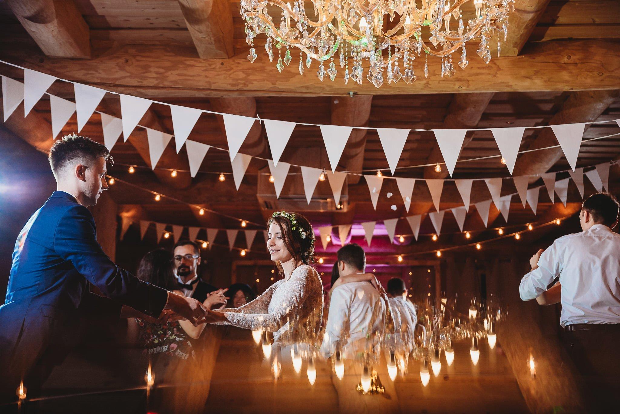 Fantastyczny ślub w stylu rustykalnym, wesele w Kapitańskiej  fotograf ślubny Konin 330