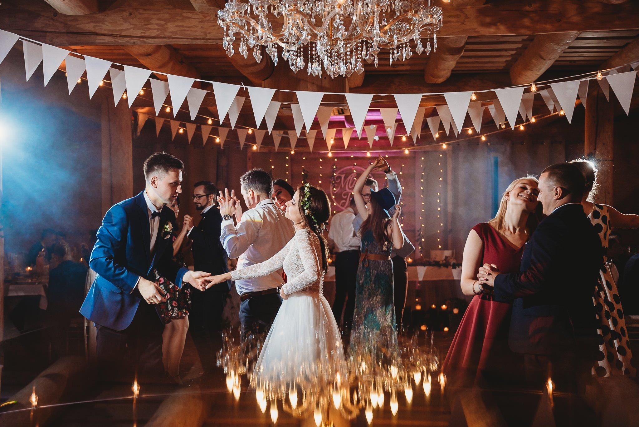 Fantastyczny ślub w stylu rustykalnym, wesele w Kapitańskiej  fotograf ślubny Konin 332