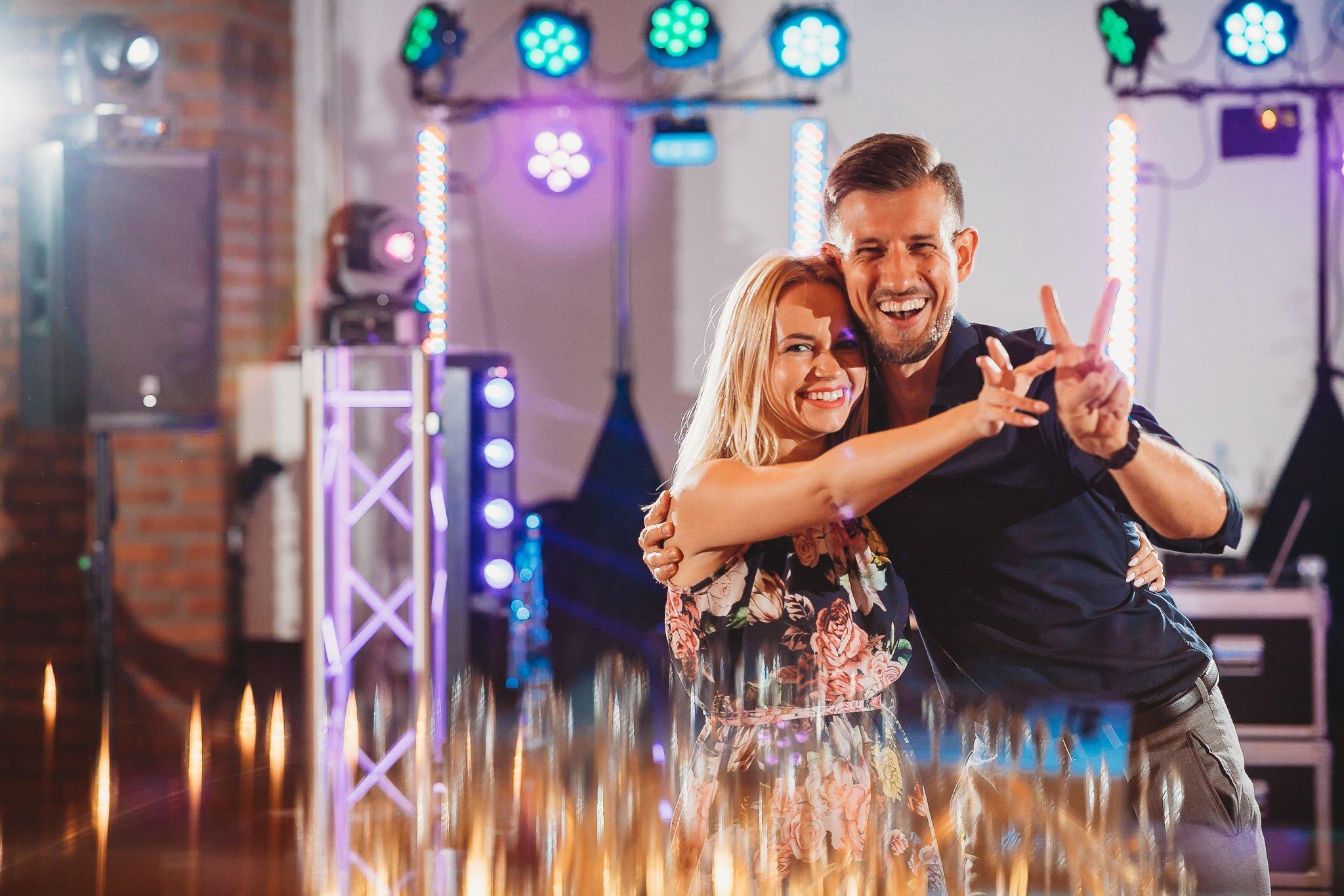 Fantastyczny ślub w stylu rustykalnym, wesele w Kapitańskiej  fotograf ślubny Konin 334