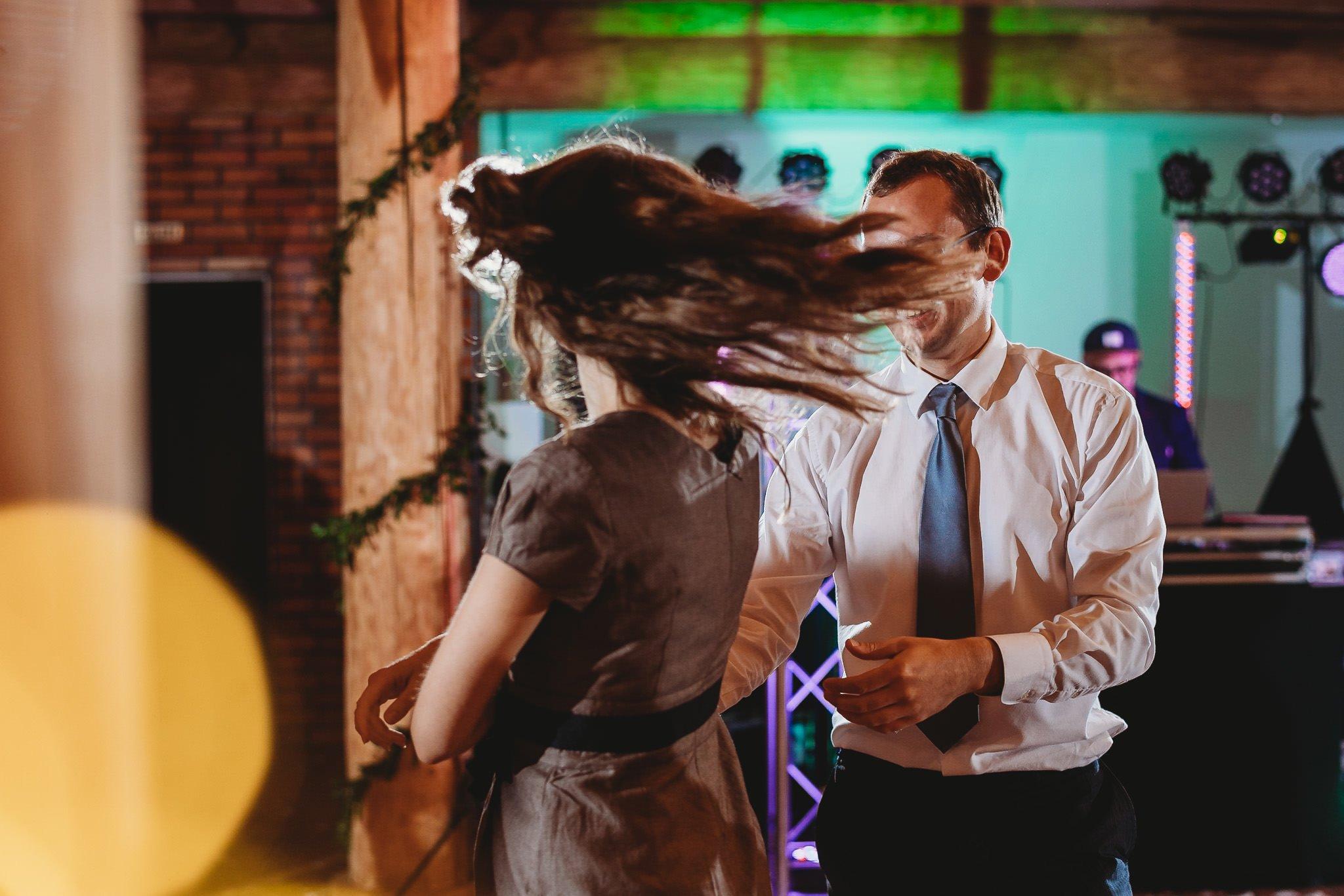 Fantastyczny ślub w stylu rustykalnym, wesele w Kapitańskiej  fotograf ślubny Konin 336