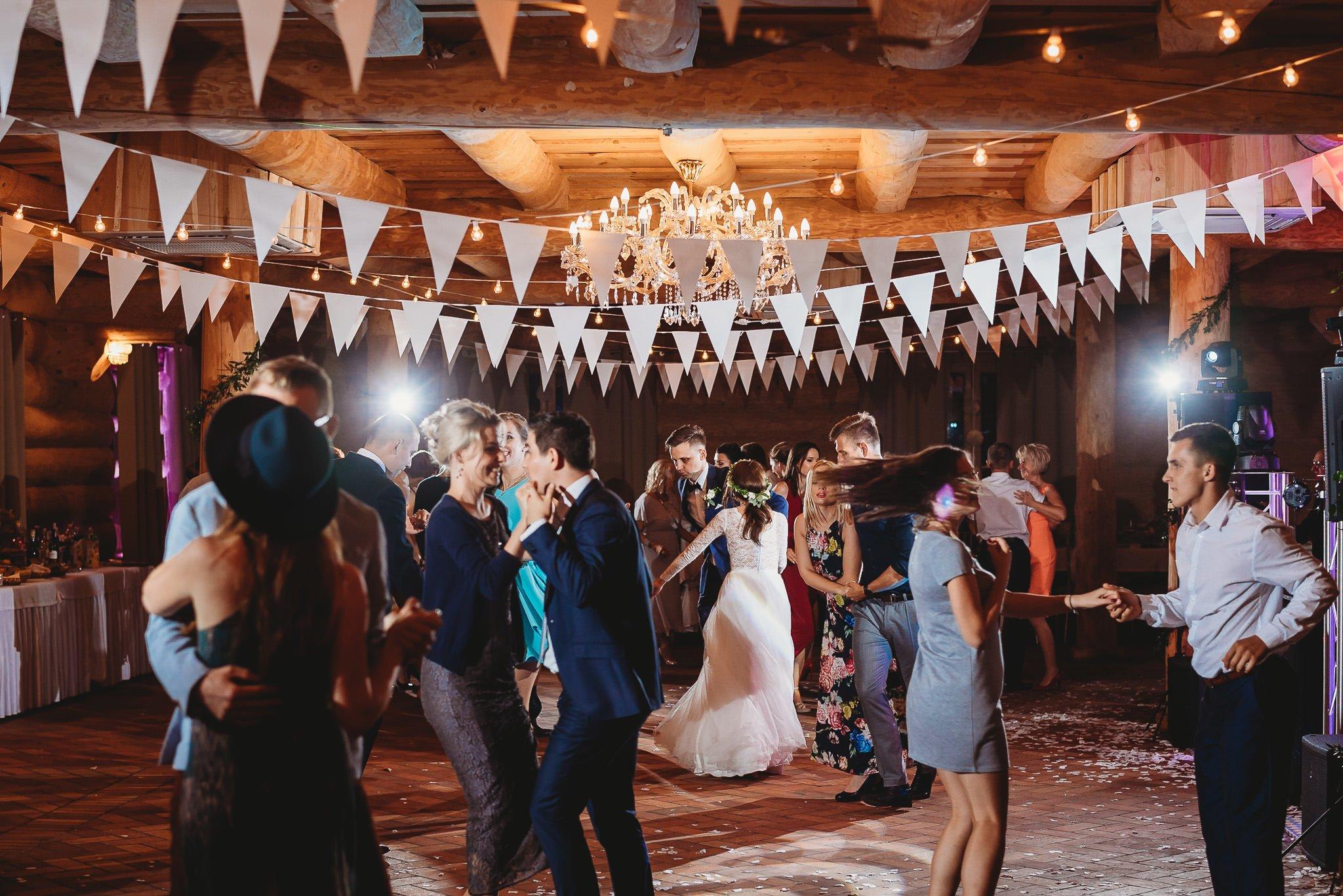 Fantastyczny ślub w stylu rustykalnym, wesele w Kapitańskiej  fotograf ślubny Konin 338