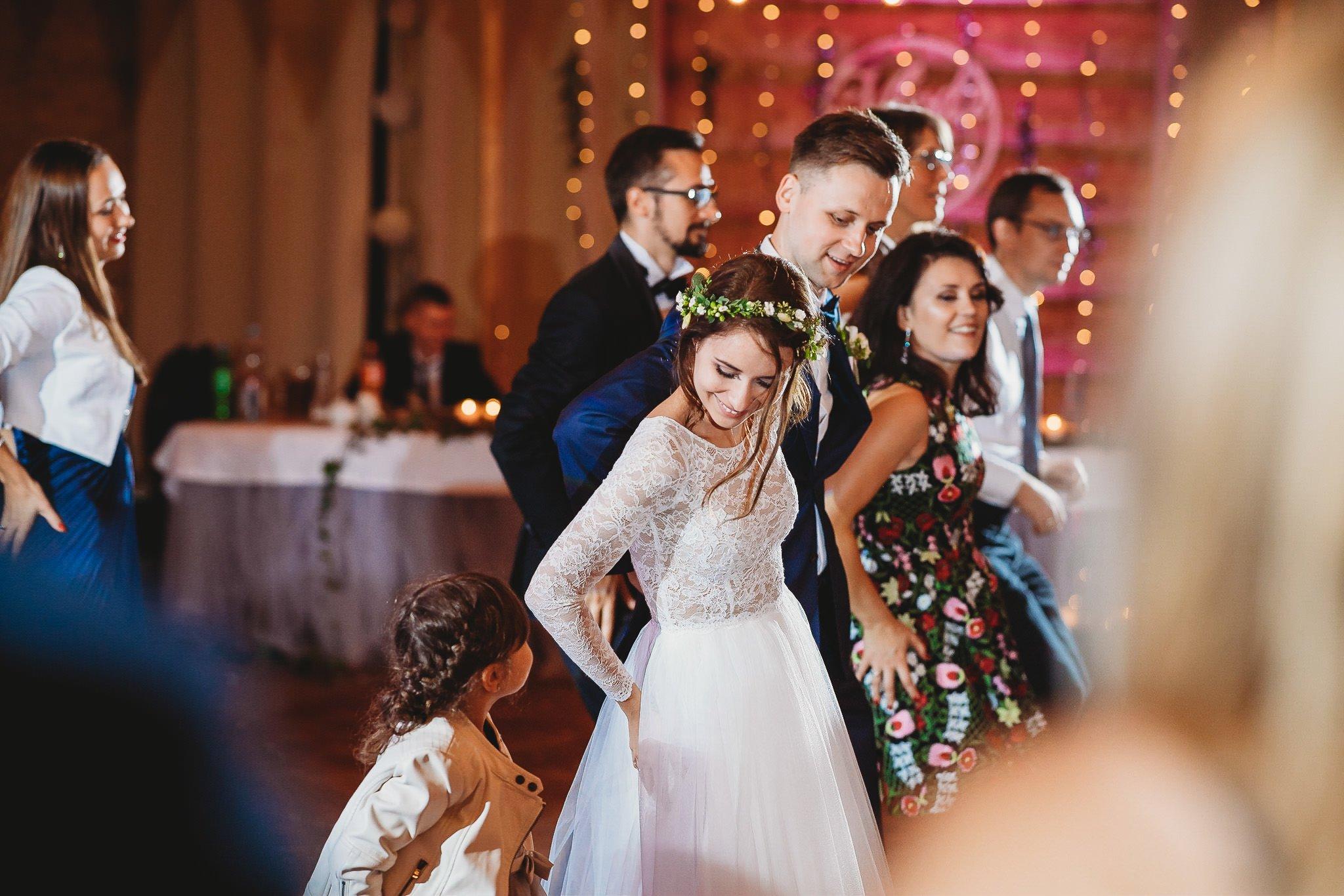 Fantastyczny ślub w stylu rustykalnym, wesele w Kapitańskiej  fotograf ślubny Konin 348