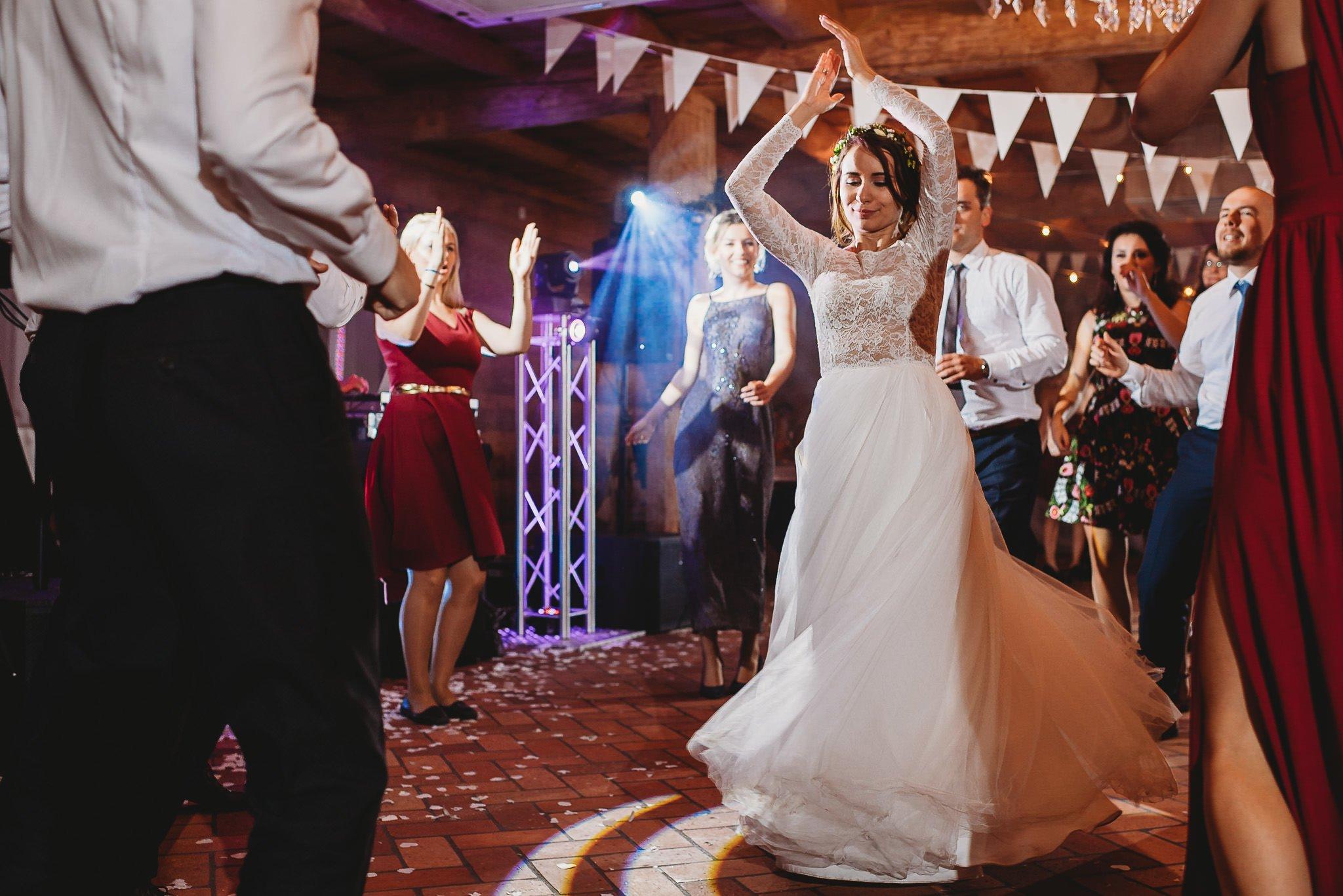 Fantastyczny ślub w stylu rustykalnym, wesele w Kapitańskiej  fotograf ślubny Konin 368