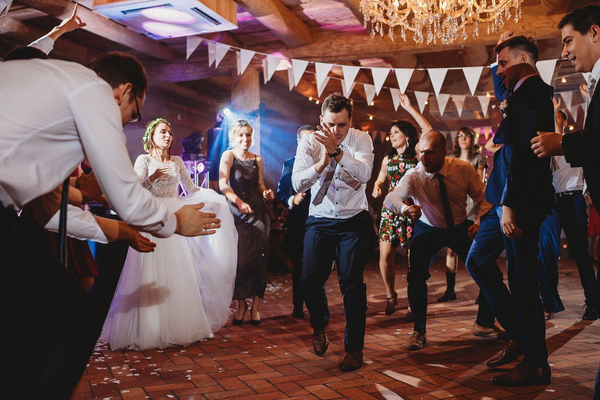 Fantastyczny ślub w stylu rustykalnym, wesele w Kapitańskiej  fotograf ślubny Konin 370