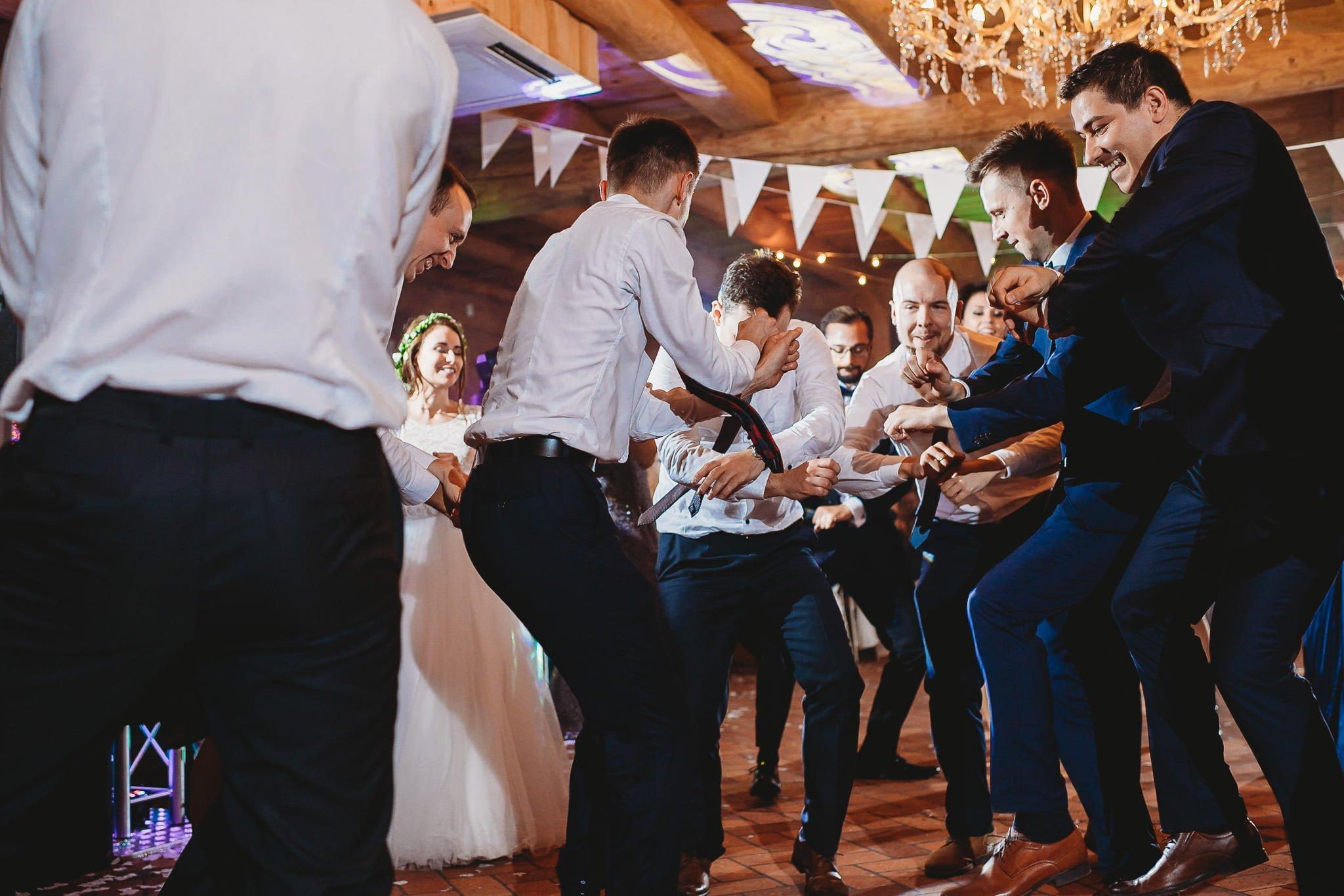 Fantastyczny ślub w stylu rustykalnym, wesele w Kapitańskiej  fotograf ślubny Konin 372