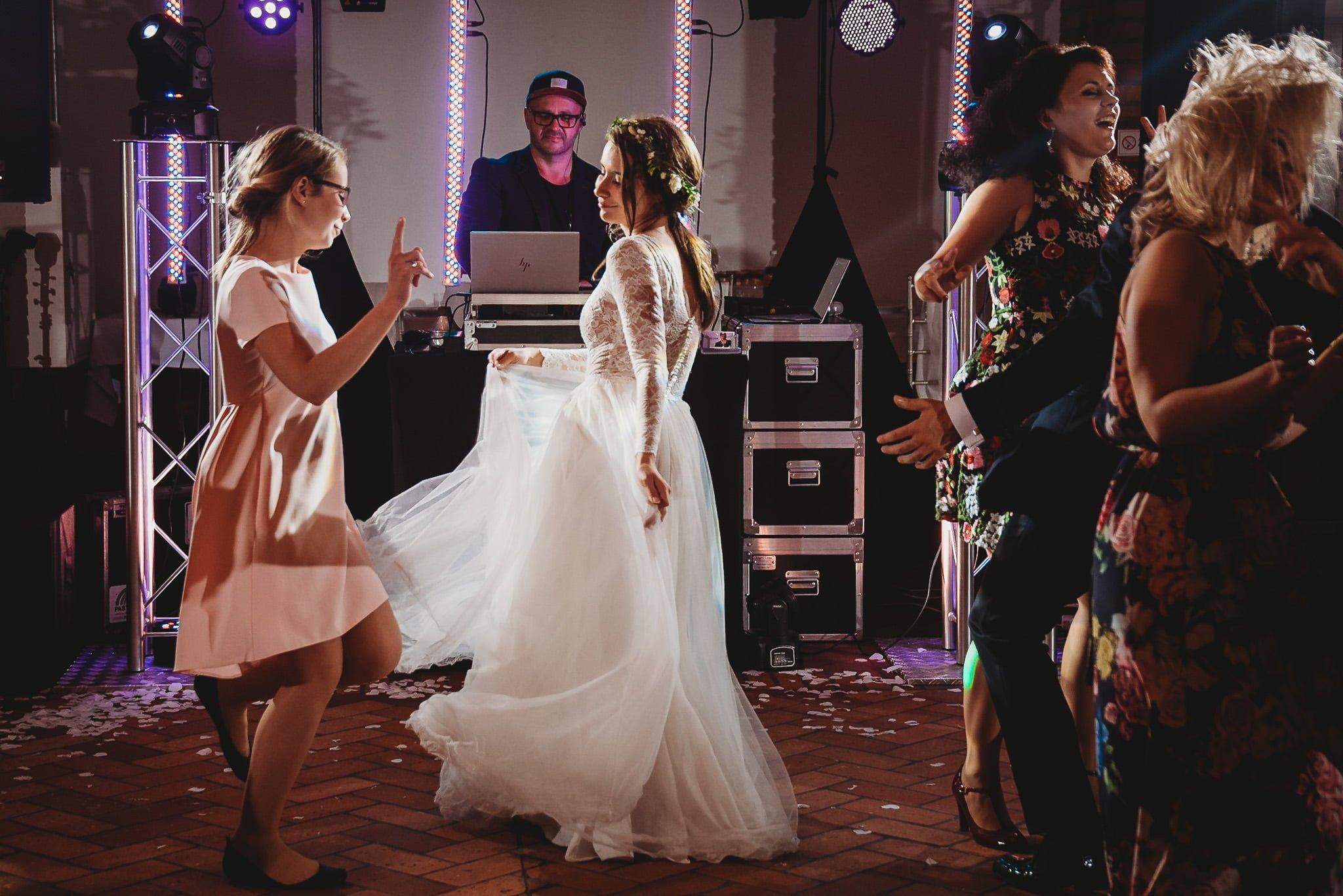 Fantastyczny ślub w stylu rustykalnym, wesele w Kapitańskiej  fotograf ślubny Konin 376