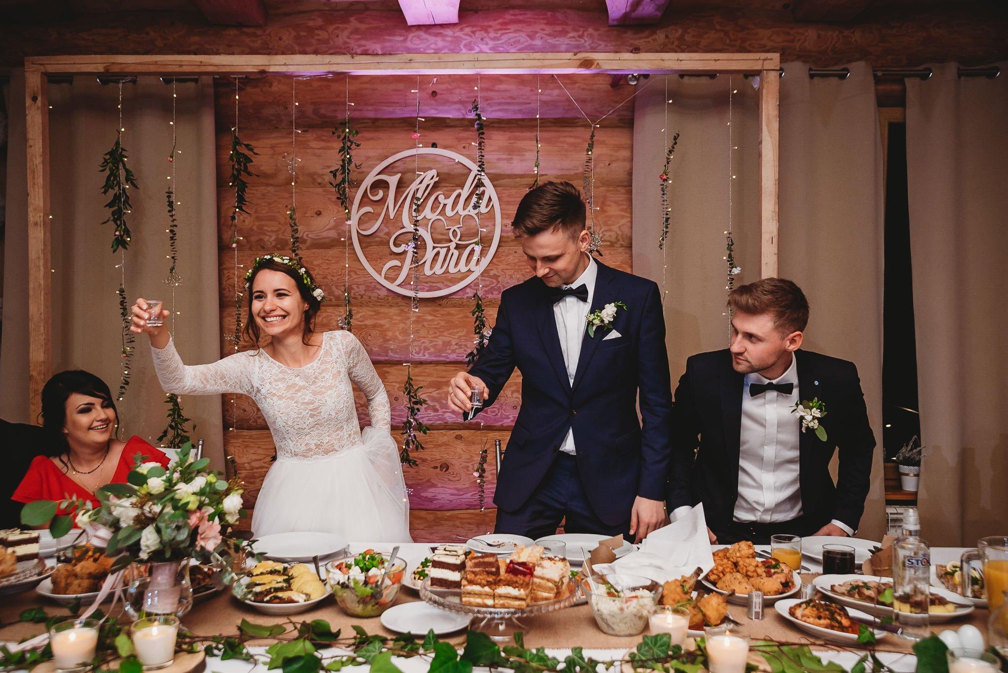 Fantastyczny ślub w stylu rustykalnym, wesele w Kapitańskiej  fotograf ślubny Konin 384