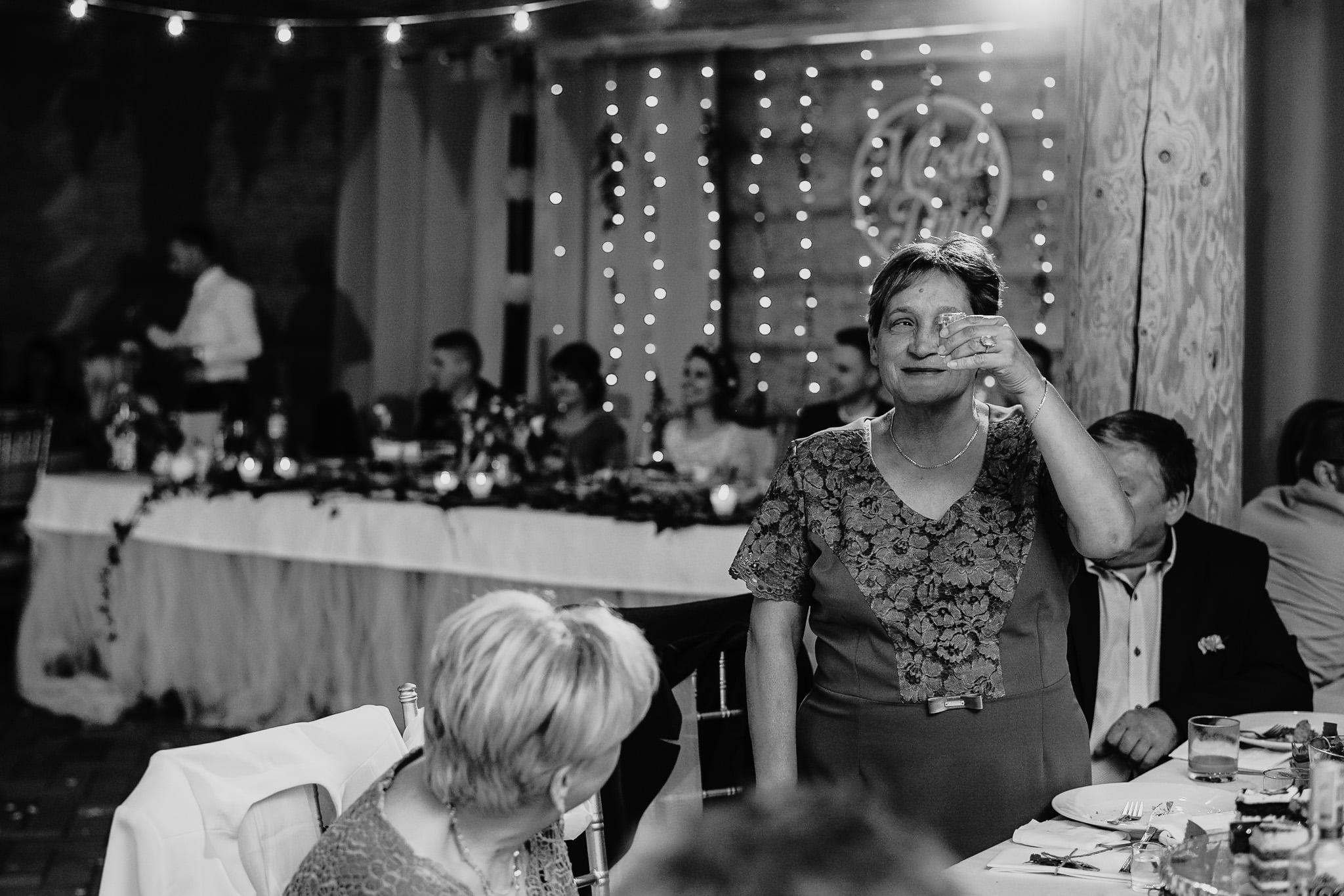 Fantastyczny ślub w stylu rustykalnym, wesele w Kapitańskiej  fotograf ślubny Konin 386