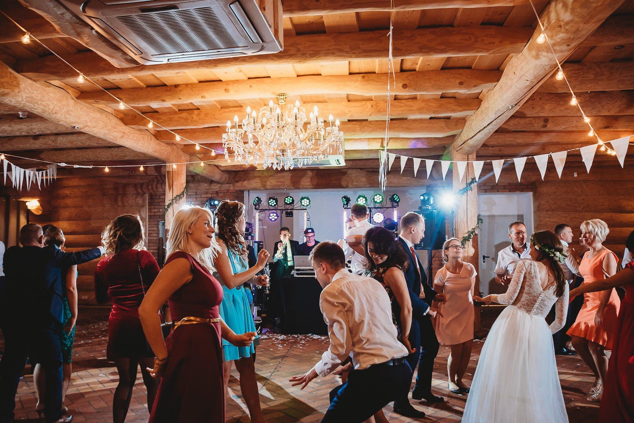 Fantastyczny ślub w stylu rustykalnym, wesele w Kapitańskiej  fotograf ślubny Konin 388