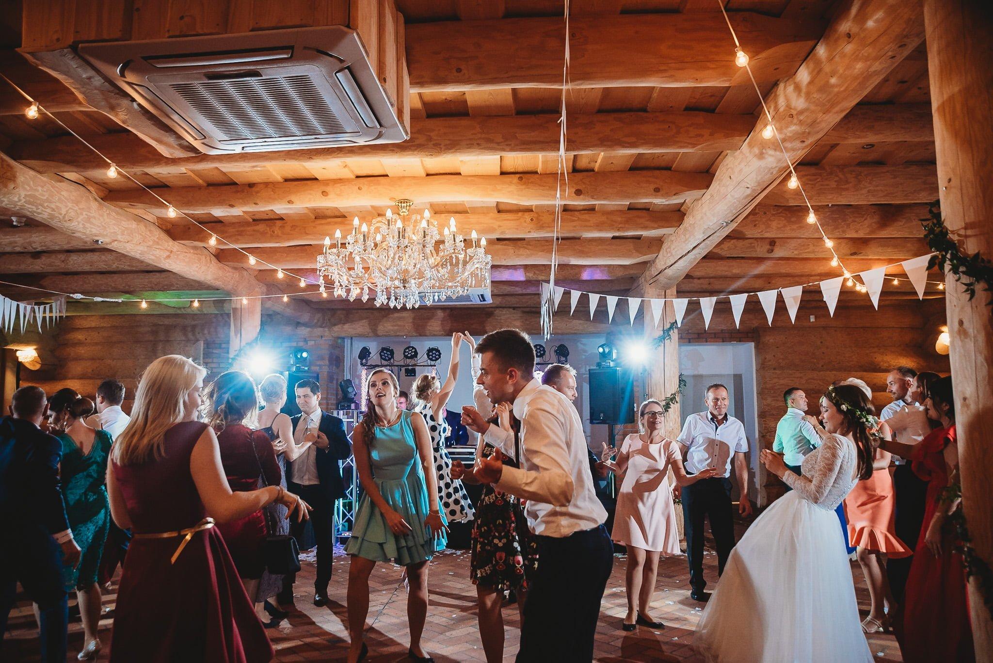 Fantastyczny ślub w stylu rustykalnym, wesele w Kapitańskiej  fotograf ślubny Konin 390