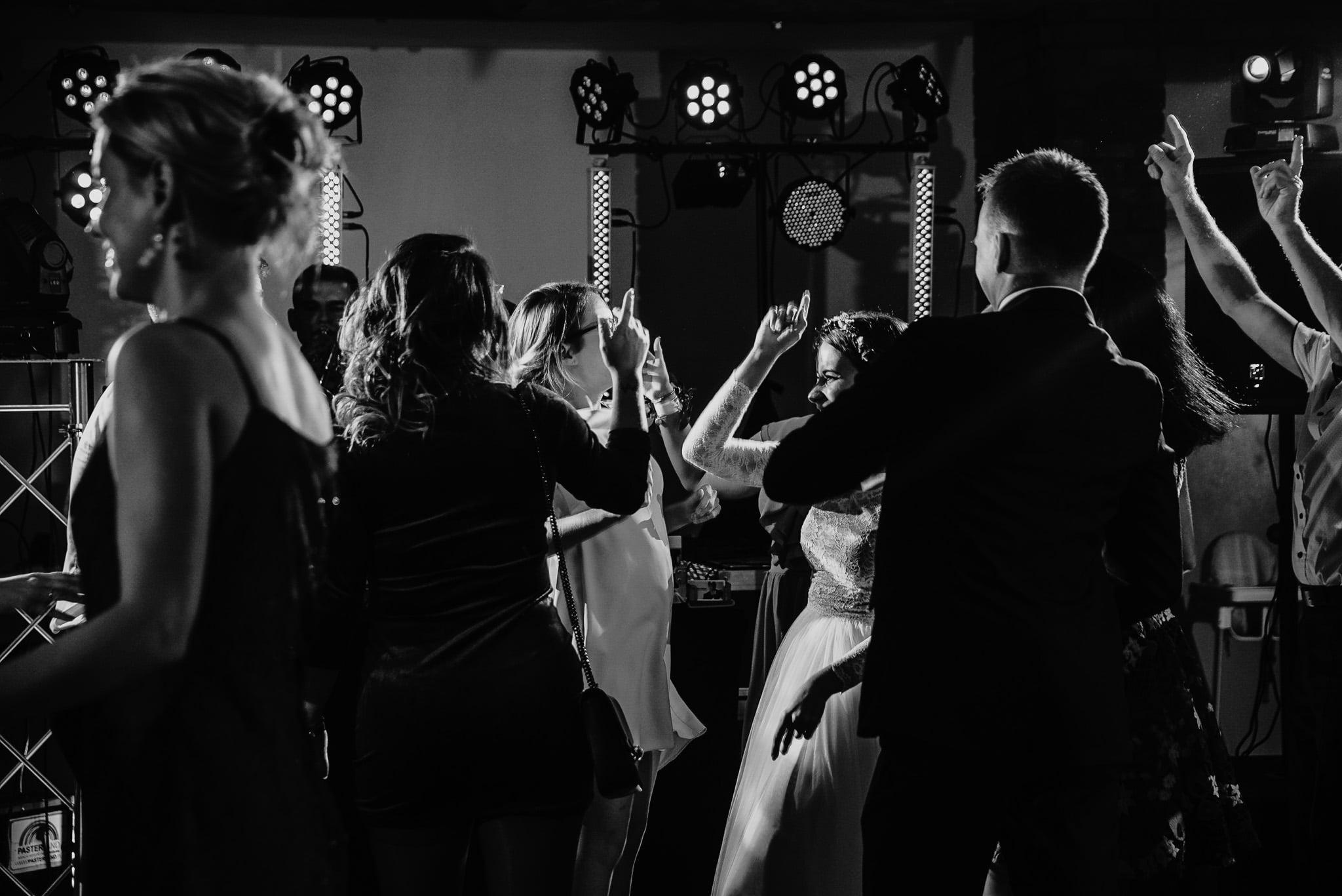 Fantastyczny ślub w stylu rustykalnym, wesele w Kapitańskiej  fotograf ślubny Konin 396