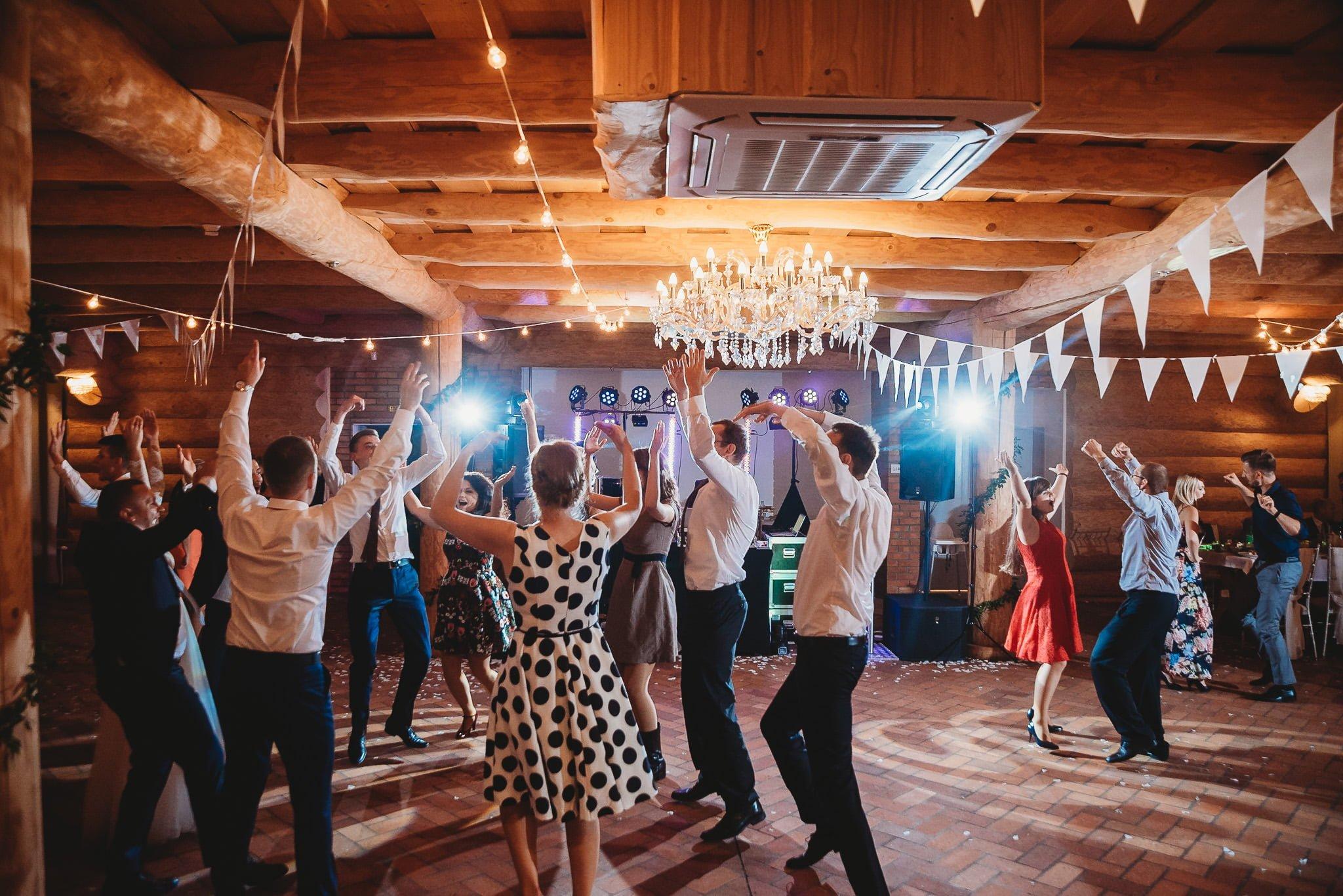 Fantastyczny ślub w stylu rustykalnym, wesele w Kapitańskiej  fotograf ślubny Konin 398