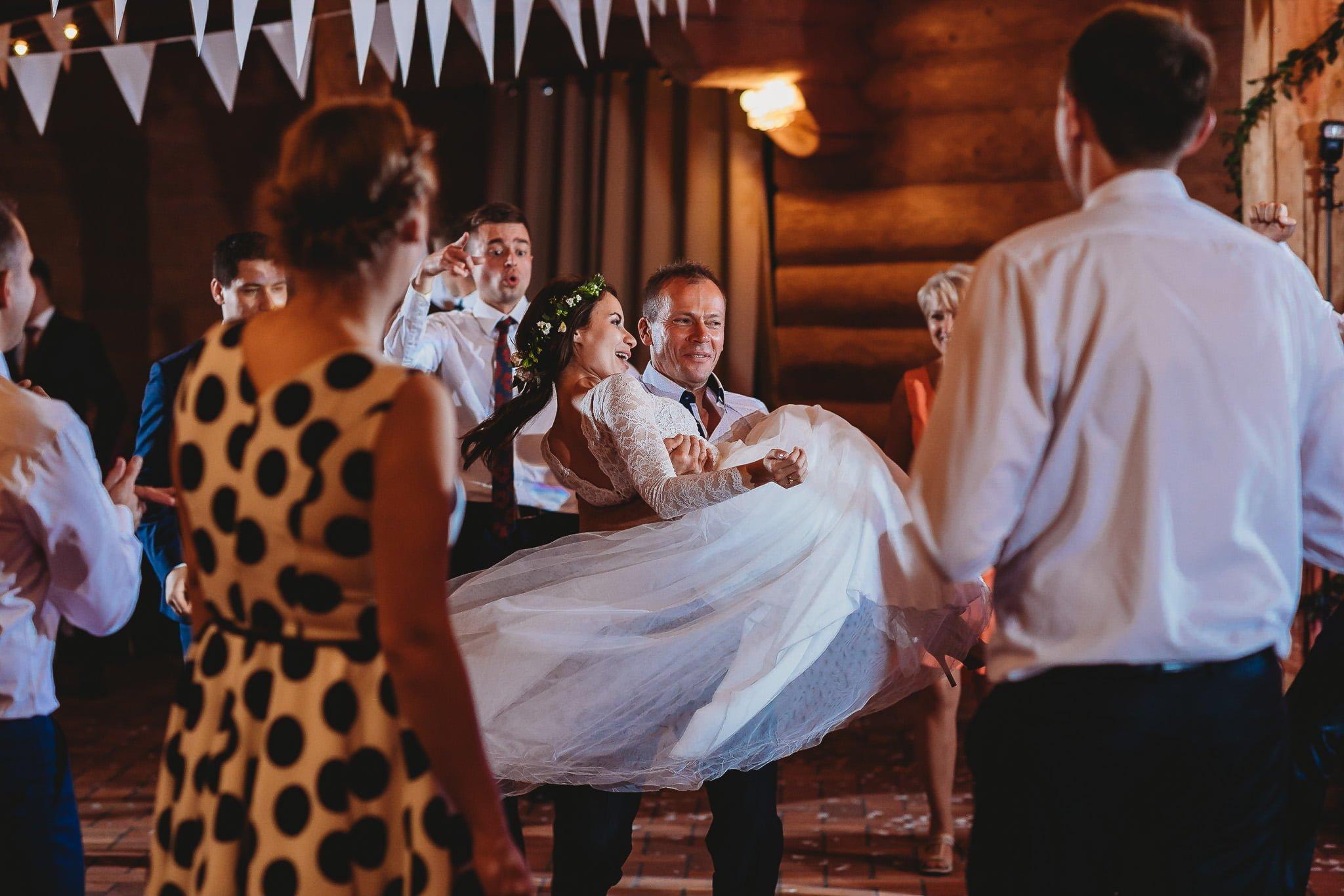 Fantastyczny ślub w stylu rustykalnym, wesele w Kapitańskiej  fotograf ślubny Konin 400
