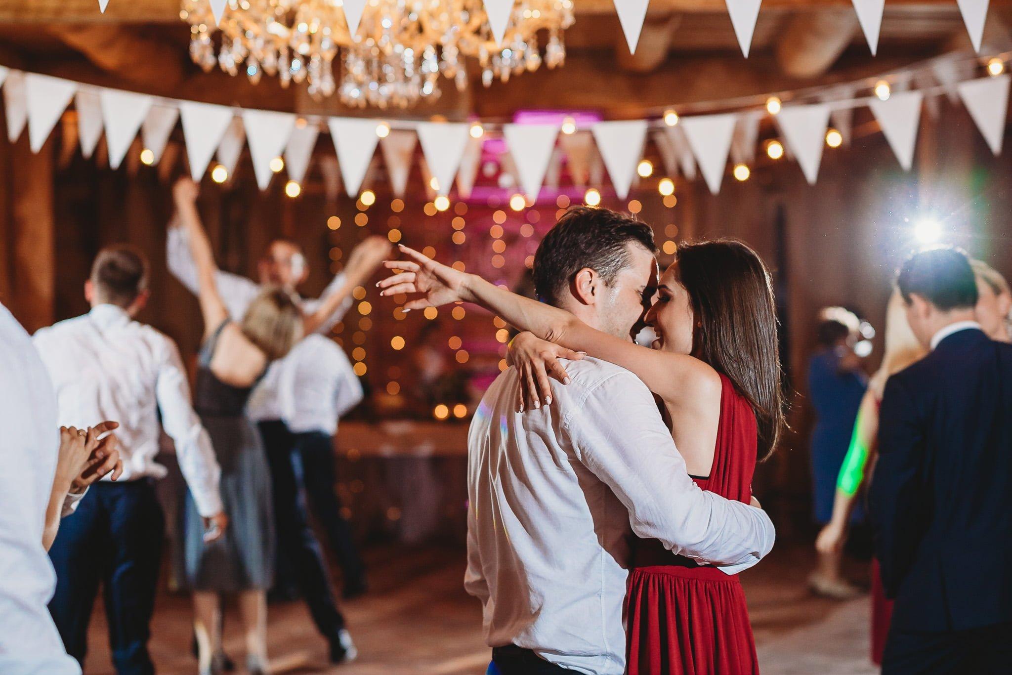 Fantastyczny ślub w stylu rustykalnym, wesele w Kapitańskiej  fotograf ślubny Konin 406