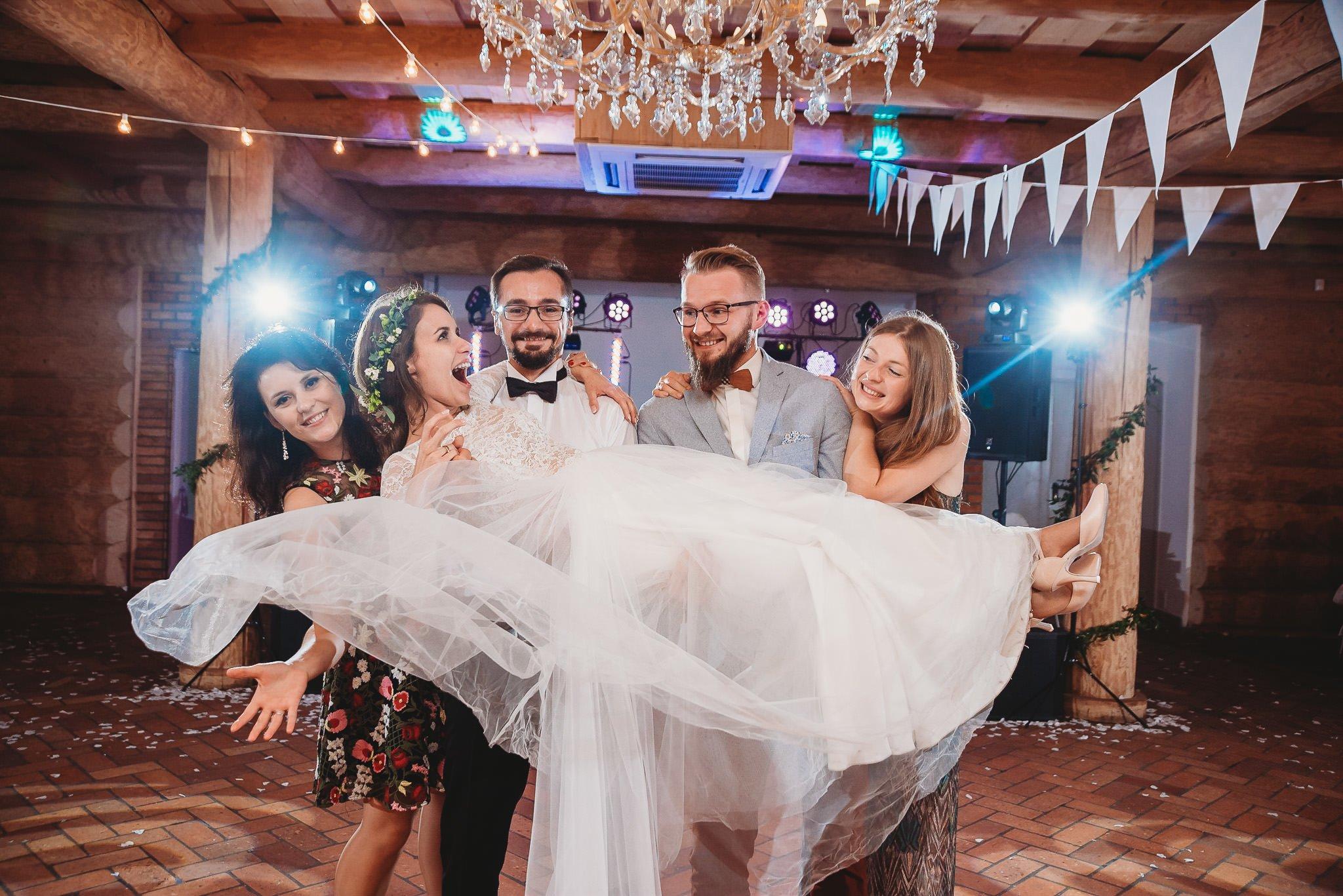 Fantastyczny ślub w stylu rustykalnym, wesele w Kapitańskiej  fotograf ślubny Konin 422