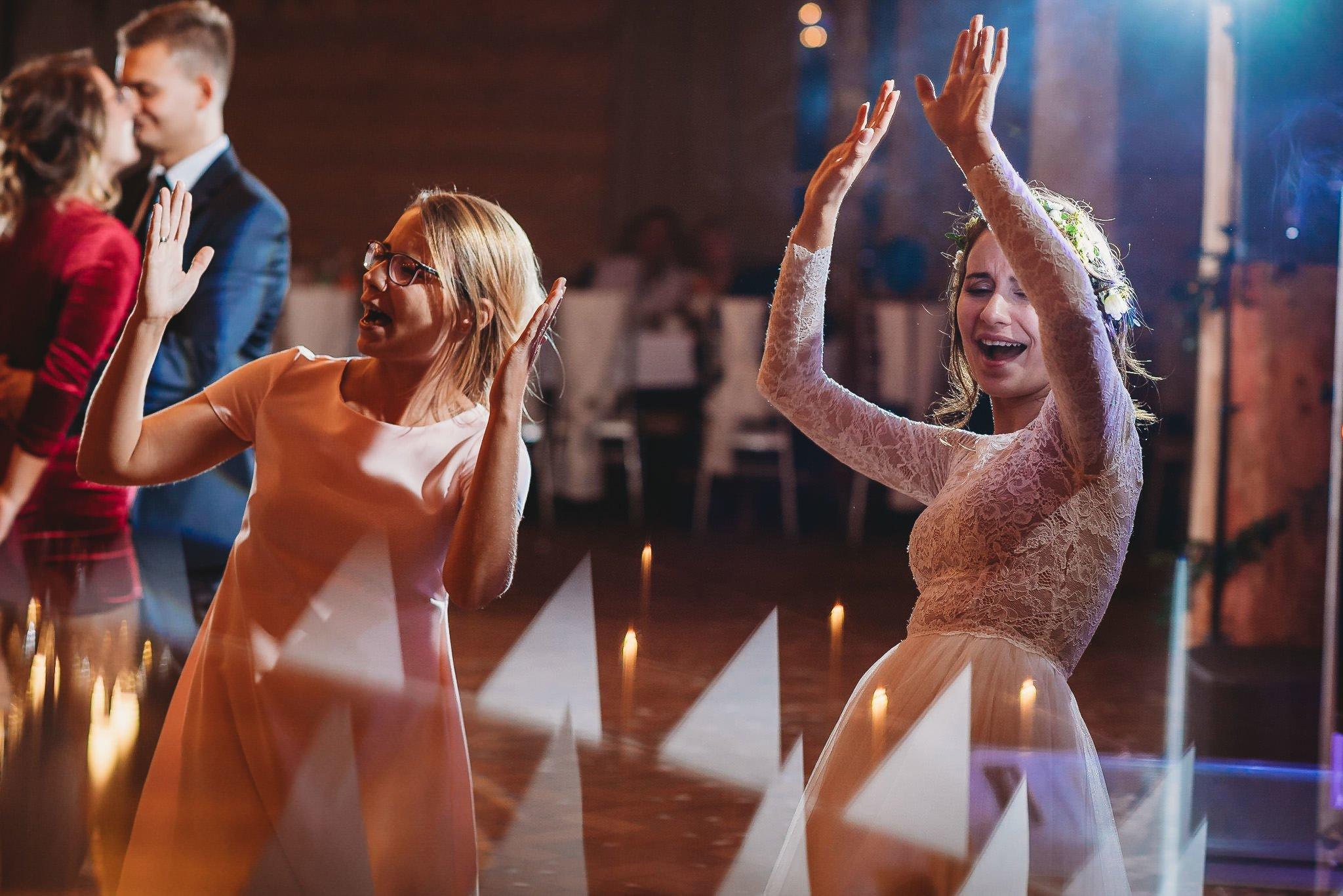 Fantastyczny ślub w stylu rustykalnym, wesele w Kapitańskiej  fotograf ślubny Konin 426