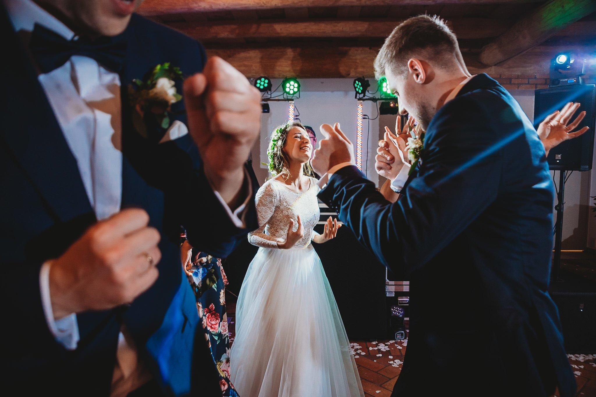 Fantastyczny ślub w stylu rustykalnym, wesele w Kapitańskiej  fotograf ślubny Konin 428