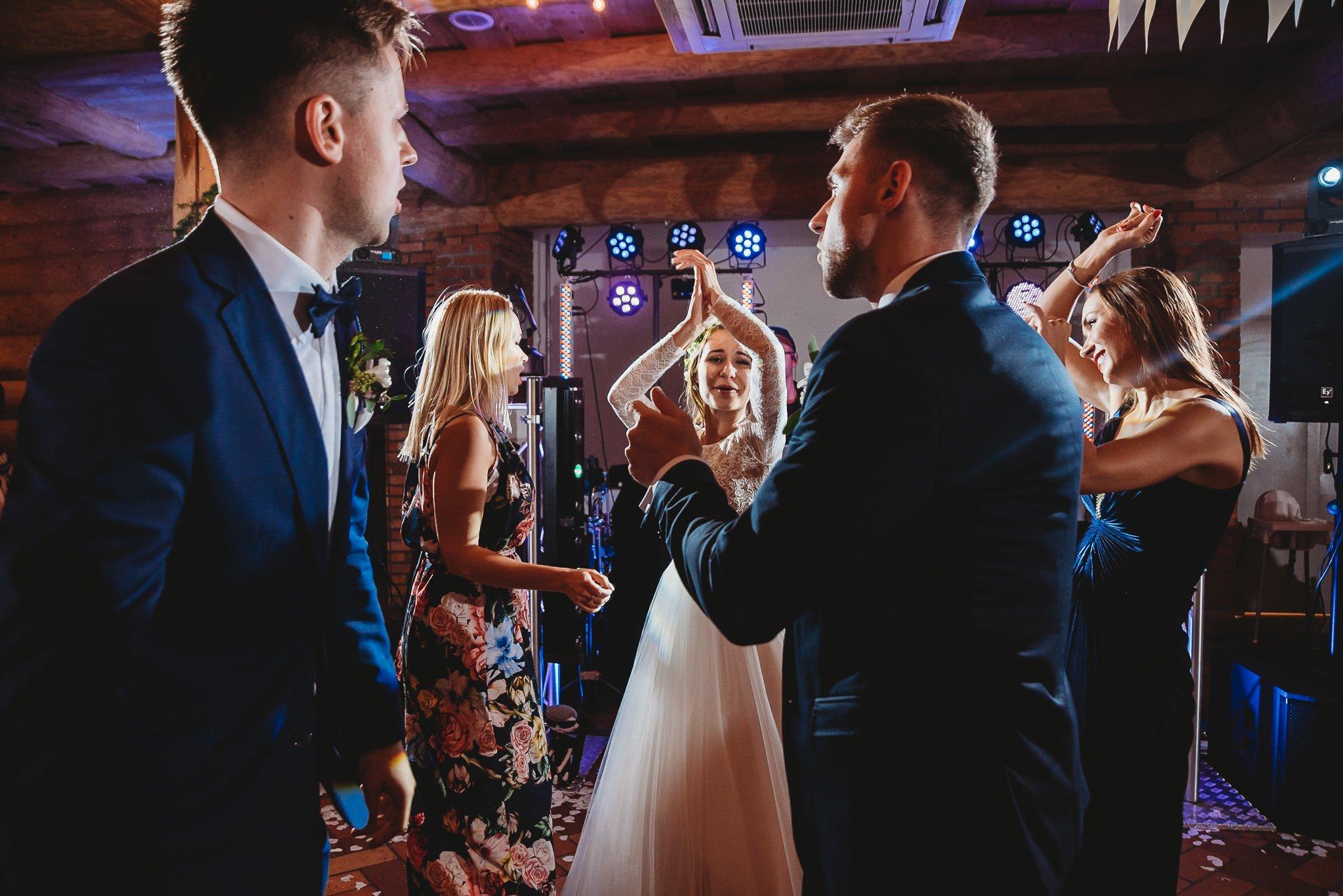 Fantastyczny ślub w stylu rustykalnym, wesele w Kapitańskiej  fotograf ślubny Konin 430