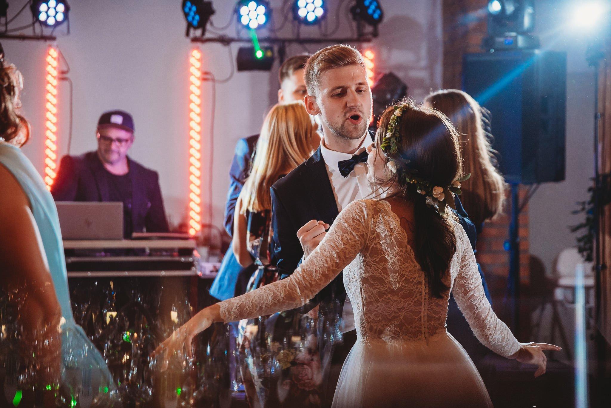 Fantastyczny ślub w stylu rustykalnym, wesele w Kapitańskiej  fotograf ślubny Konin 436