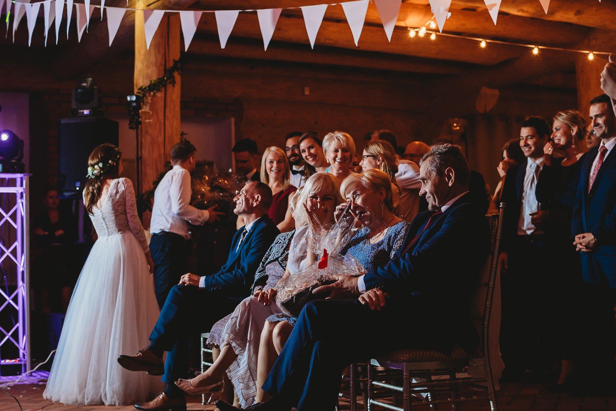 Fantastyczny ślub w stylu rustykalnym, wesele w Kapitańskiej  fotograf ślubny Konin 442