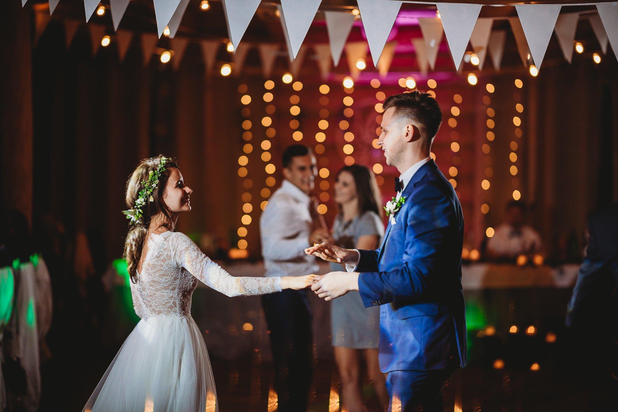 Fantastyczny ślub w stylu rustykalnym, wesele w Kapitańskiej  fotograf ślubny Konin 448