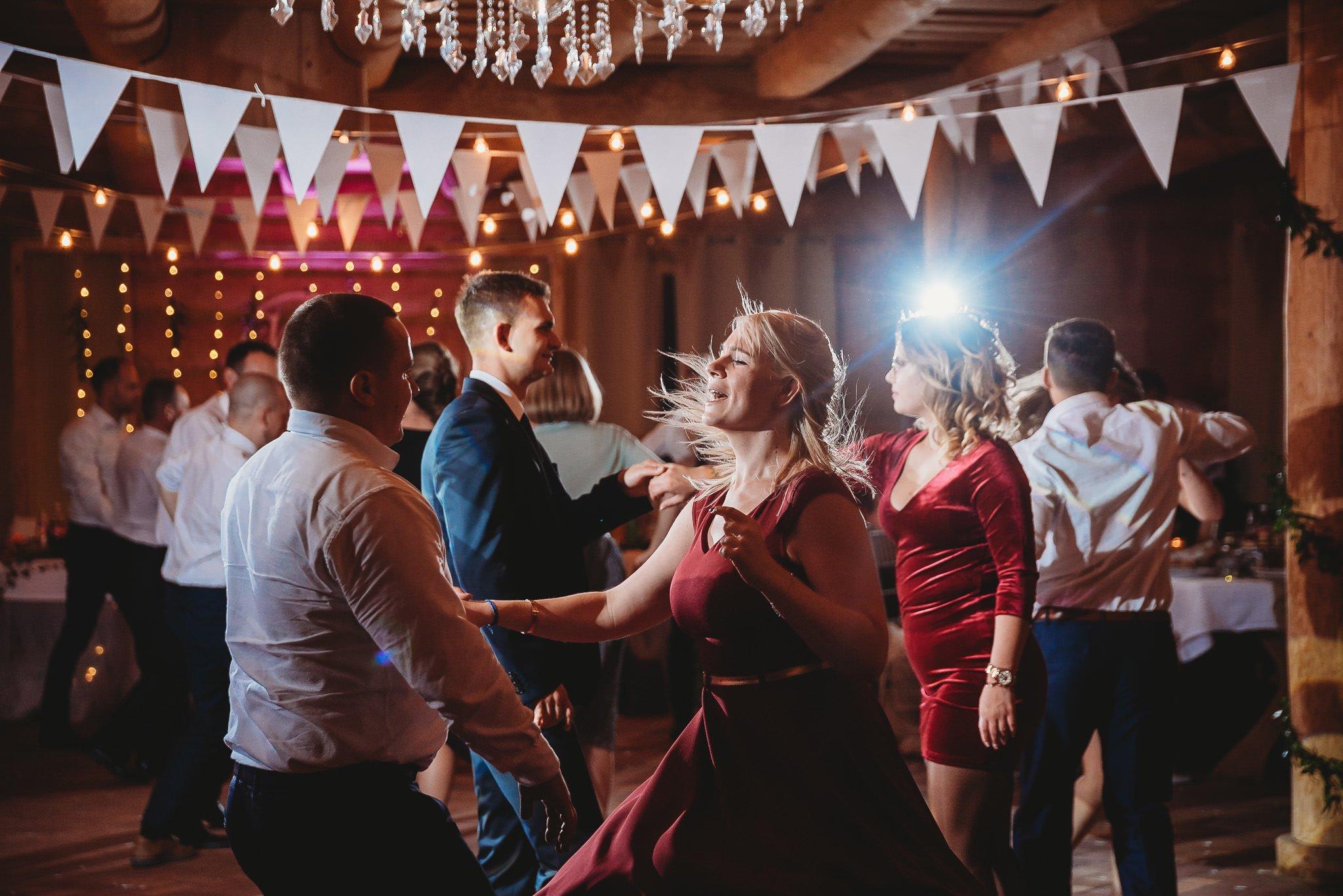 Fantastyczny ślub w stylu rustykalnym, wesele w Kapitańskiej  fotograf ślubny Konin 452