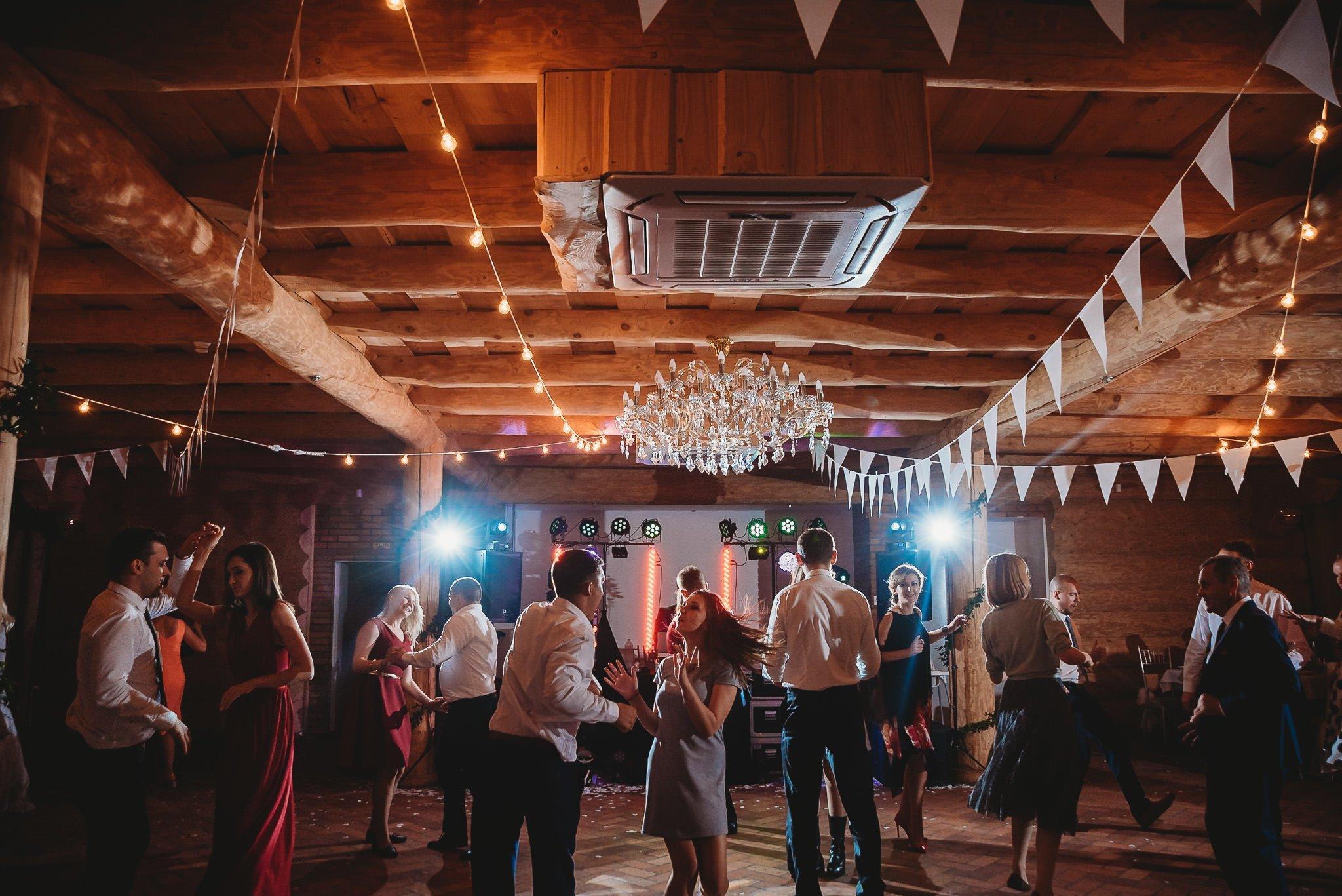 Fantastyczny ślub w stylu rustykalnym, wesele w Kapitańskiej  fotograf ślubny Konin 454