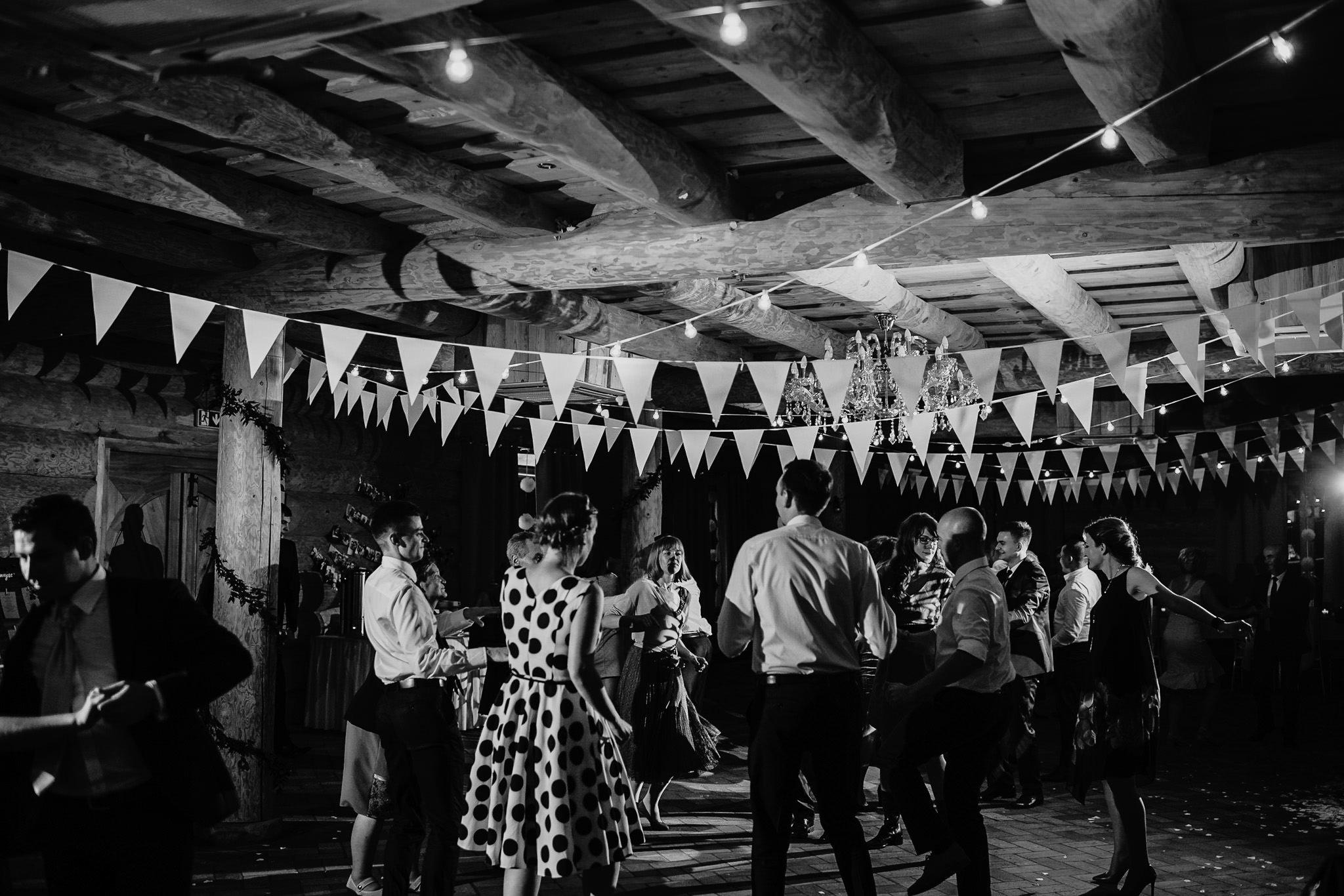 Fantastyczny ślub w stylu rustykalnym, wesele w Kapitańskiej  fotograf ślubny Konin 456