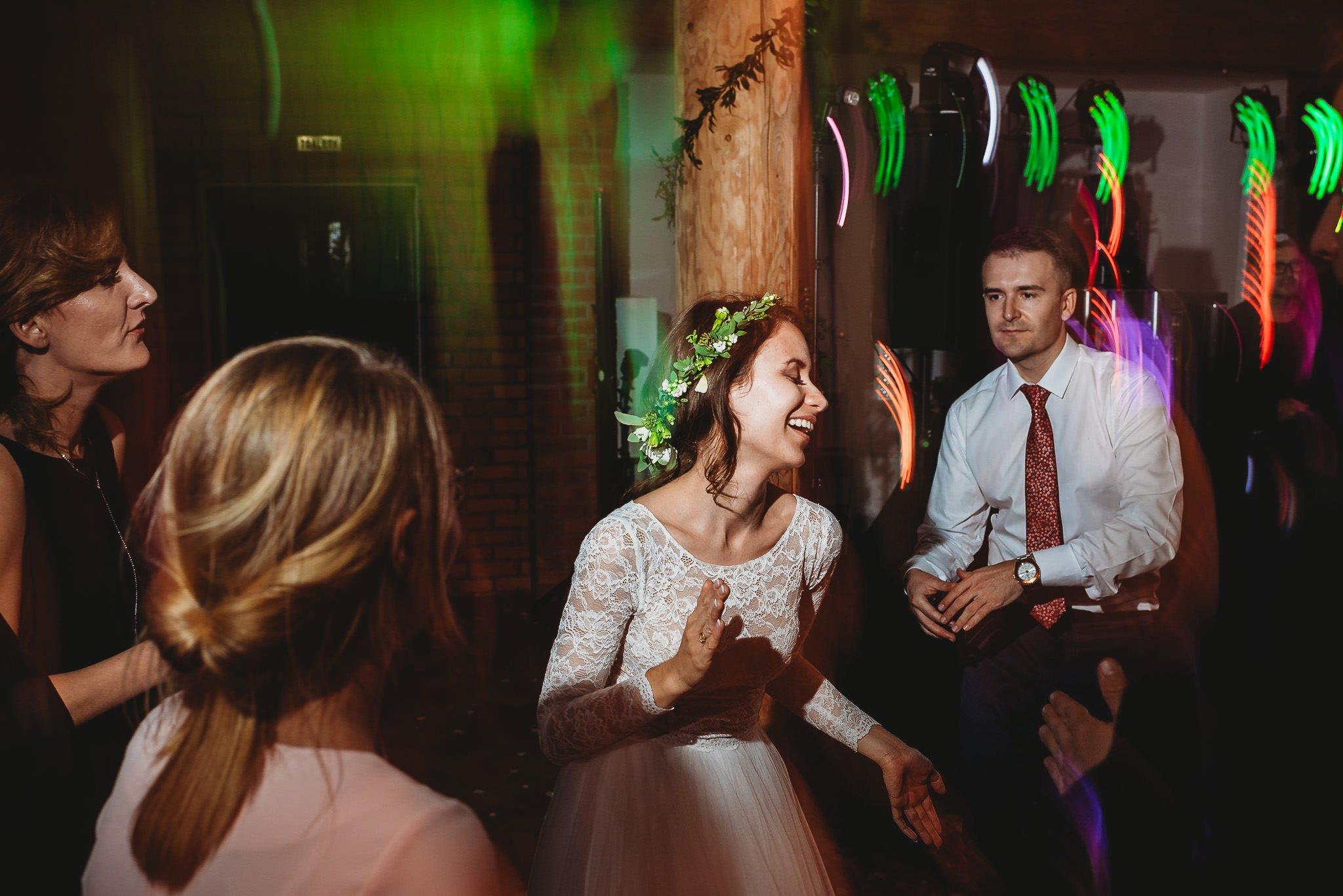 Fantastyczny ślub w stylu rustykalnym, wesele w Kapitańskiej  fotograf ślubny Konin 460