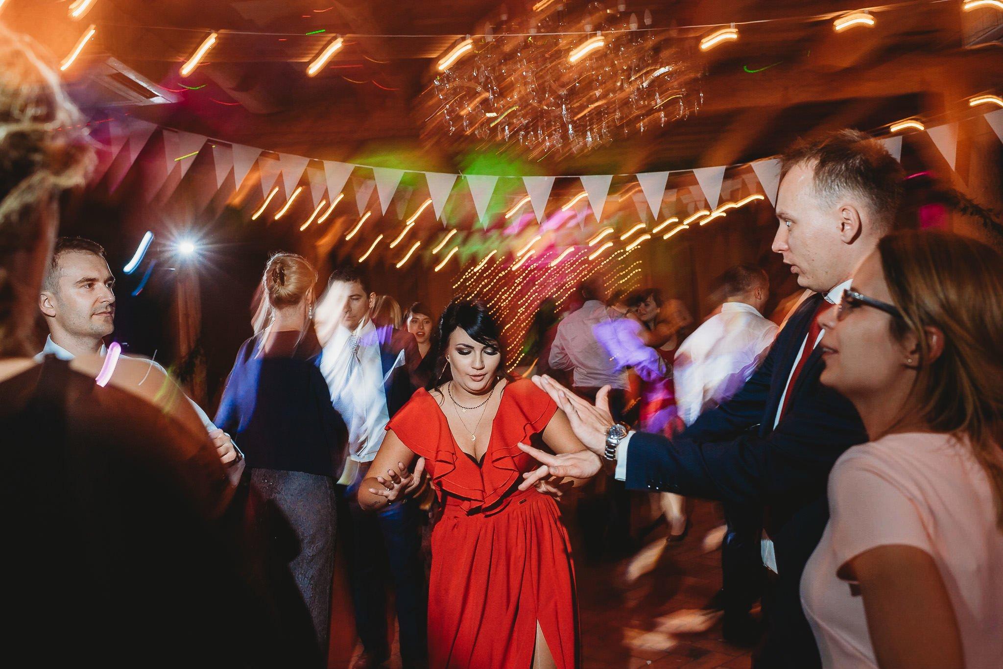 Fantastyczny ślub w stylu rustykalnym, wesele w Kapitańskiej  fotograf ślubny Konin 462