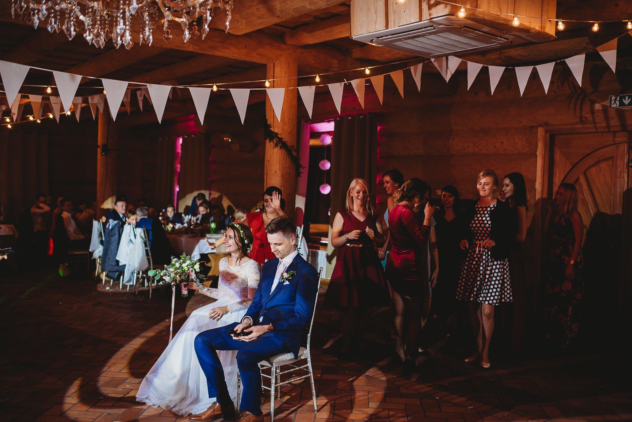 Fantastyczny ślub w stylu rustykalnym, wesele w Kapitańskiej  fotograf ślubny Konin 464