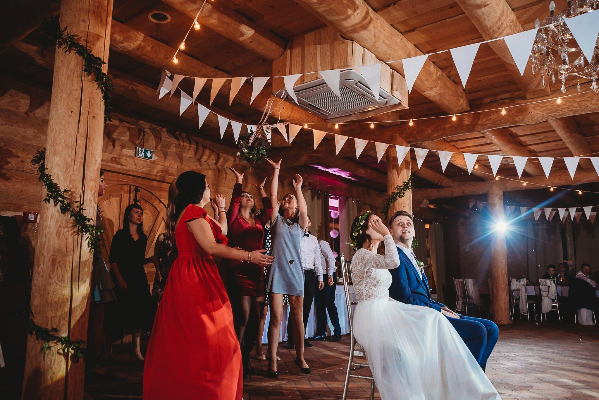 Fantastyczny ślub w stylu rustykalnym, wesele w Kapitańskiej  fotograf ślubny Konin 466