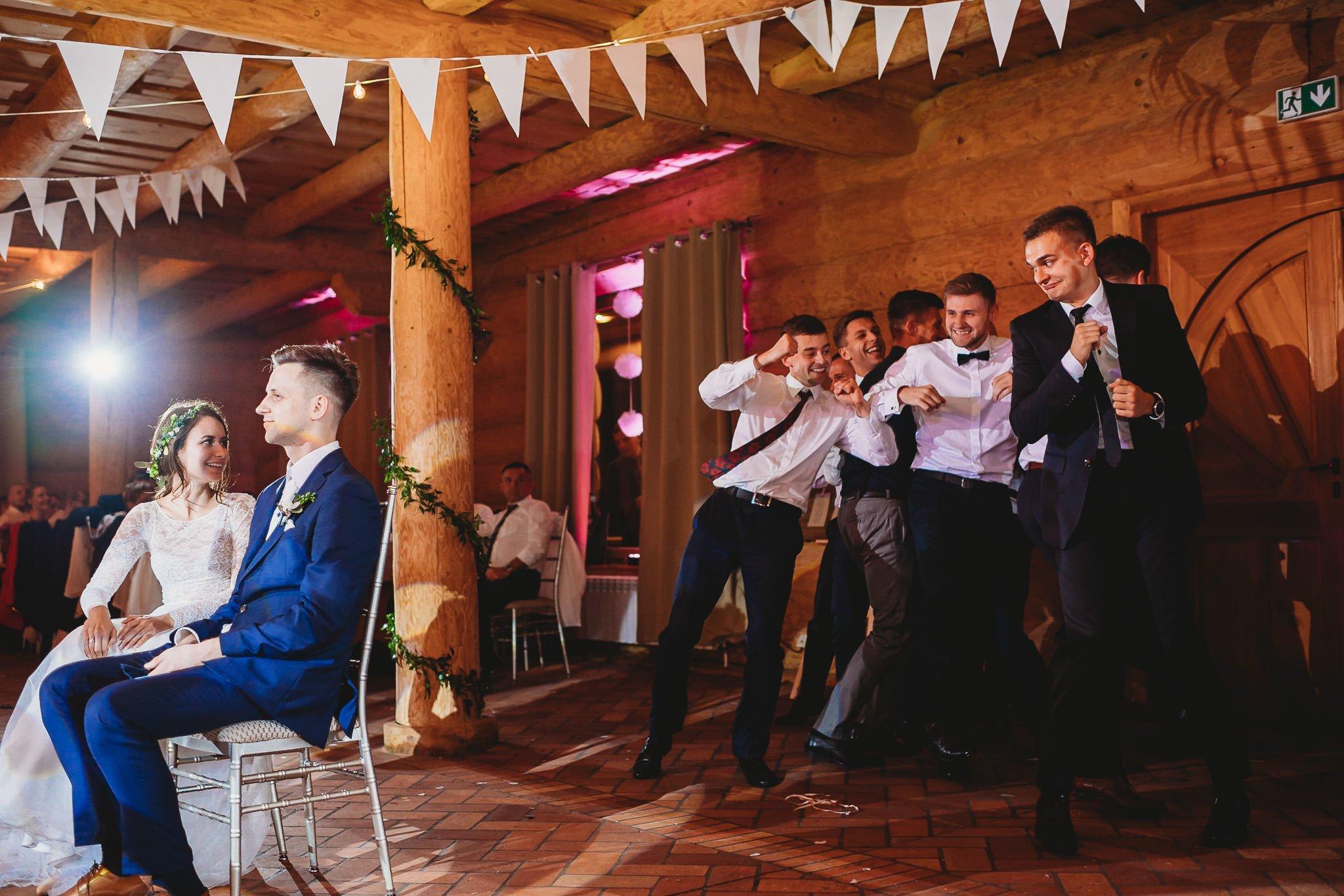 Fantastyczny ślub w stylu rustykalnym, wesele w Kapitańskiej  fotograf ślubny Konin 468