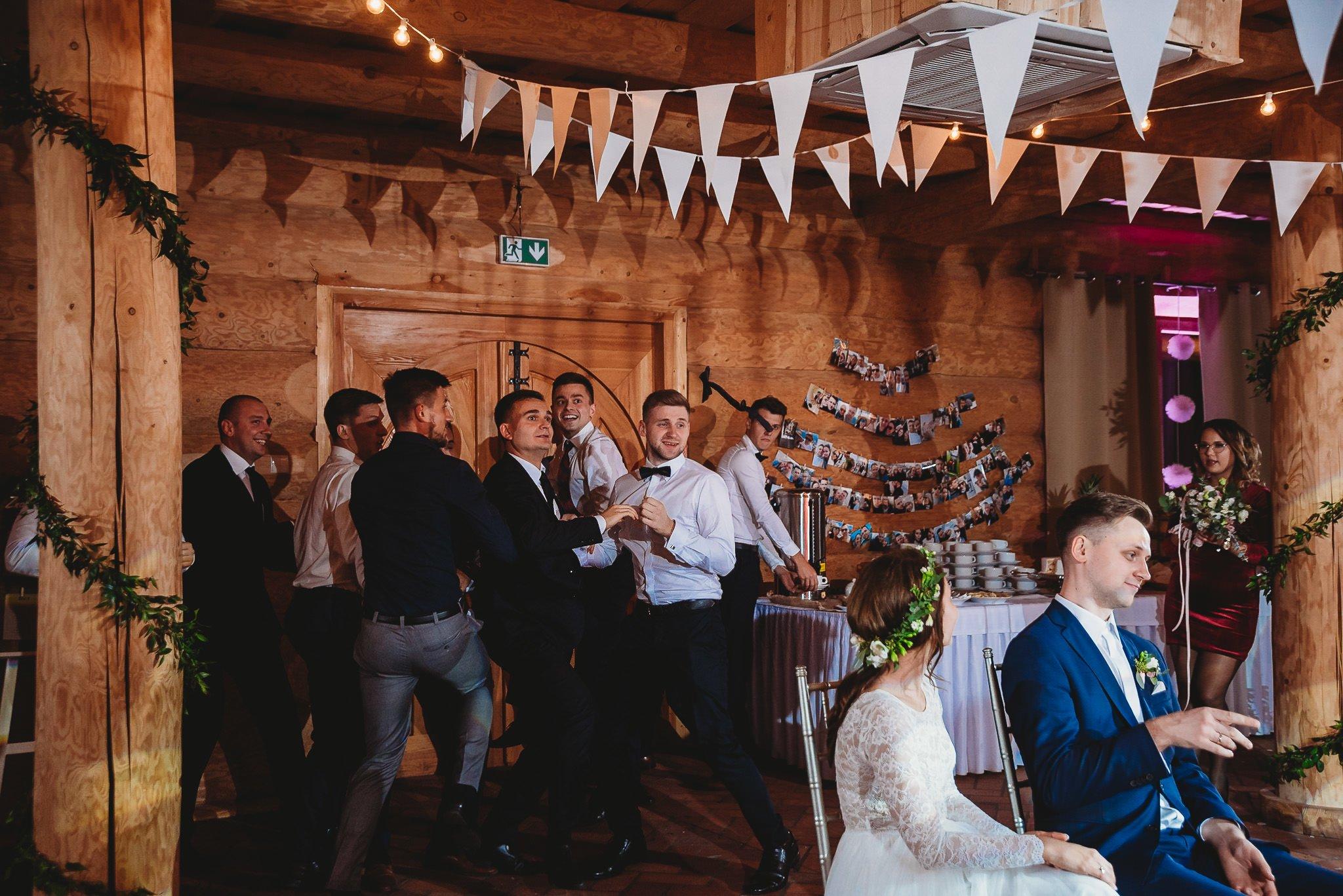 Fantastyczny ślub w stylu rustykalnym, wesele w Kapitańskiej  fotograf ślubny Konin 470