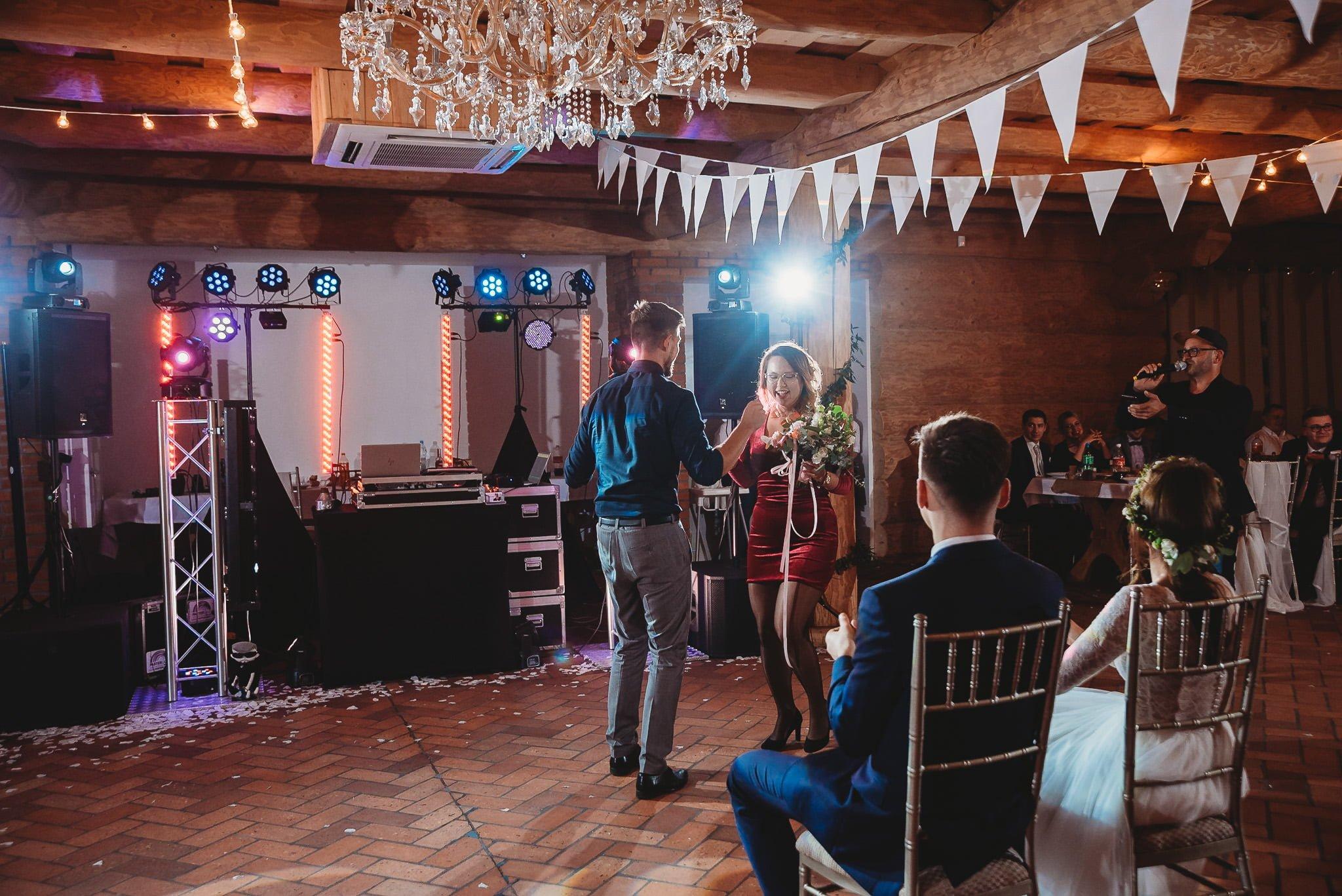 Fantastyczny ślub w stylu rustykalnym, wesele w Kapitańskiej  fotograf ślubny Konin 472