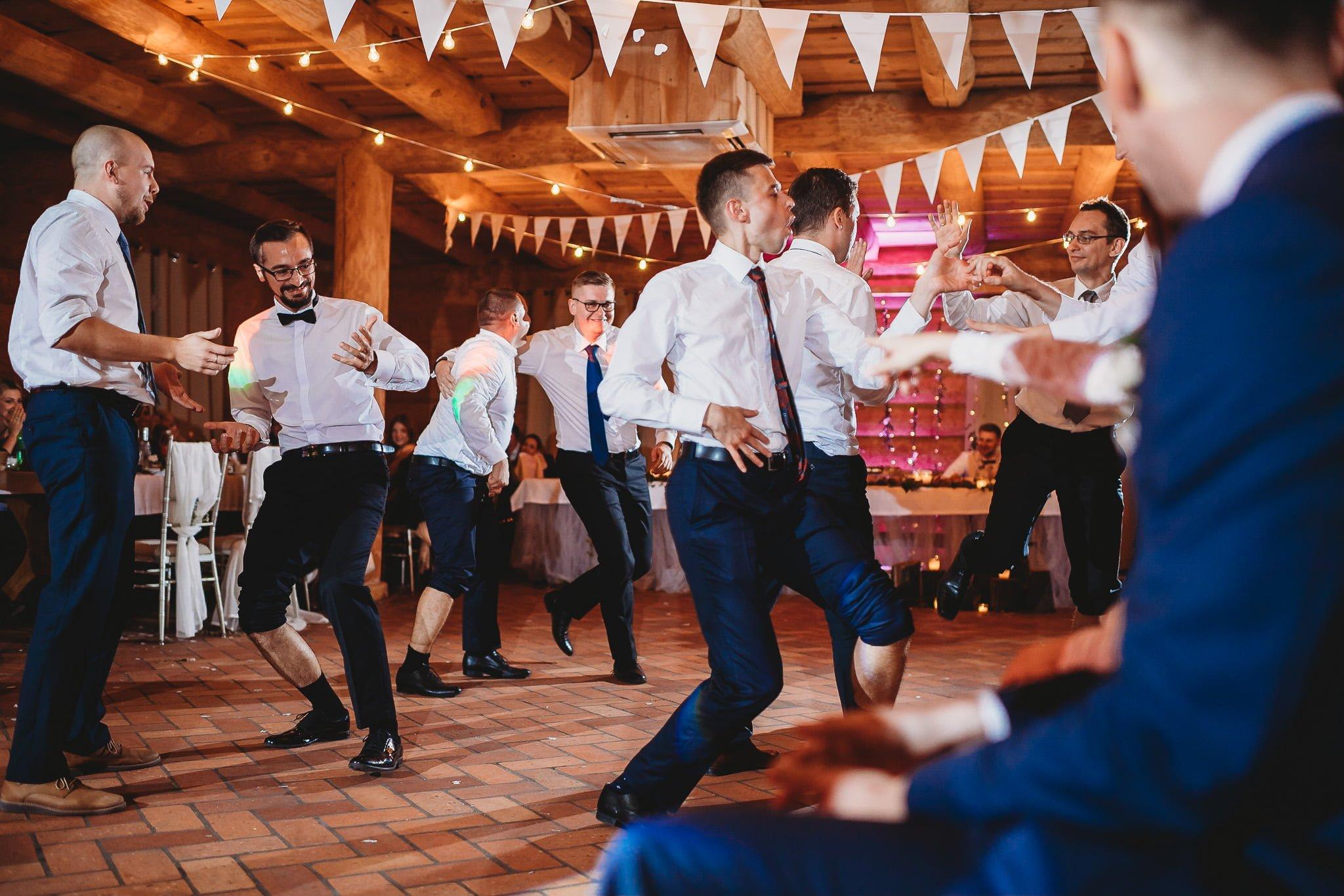 Fantastyczny ślub w stylu rustykalnym, wesele w Kapitańskiej  fotograf ślubny Konin 474