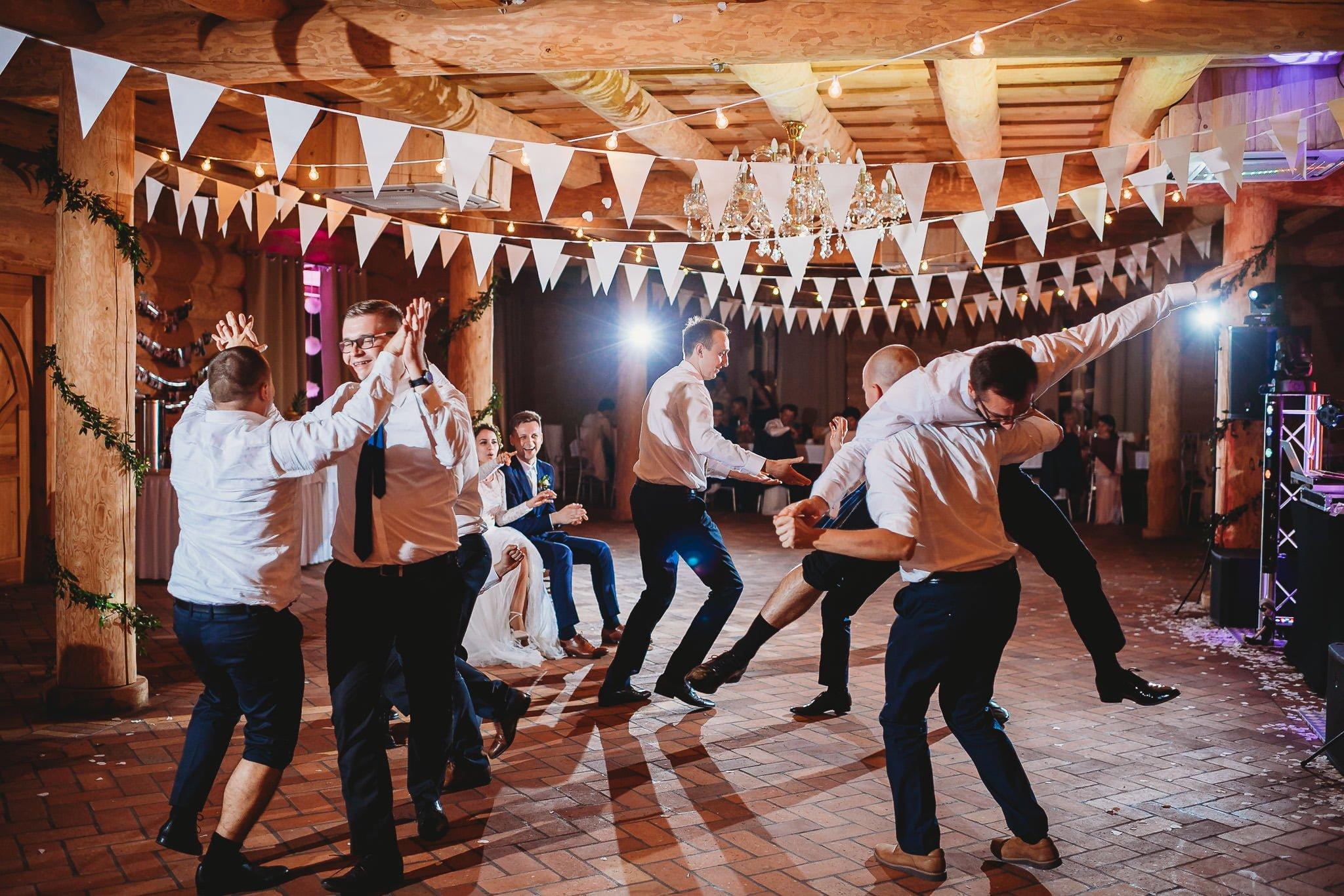 Fantastyczny ślub w stylu rustykalnym, wesele w Kapitańskiej  fotograf ślubny Konin 476