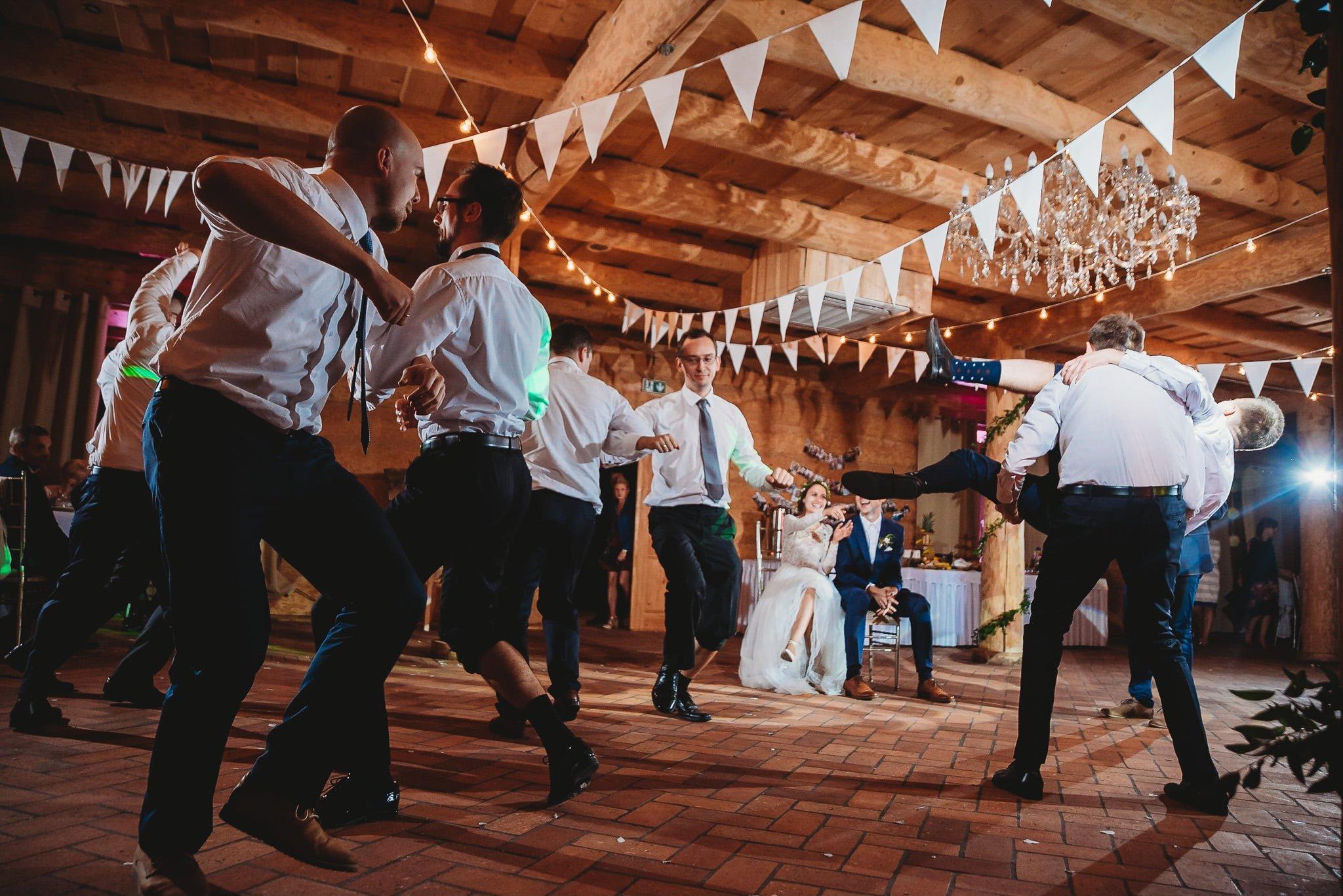 Fantastyczny ślub w stylu rustykalnym, wesele w Kapitańskiej  fotograf ślubny Konin 478