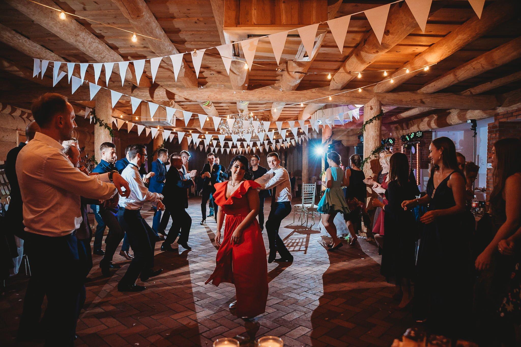 Fantastyczny ślub w stylu rustykalnym, wesele w Kapitańskiej  fotograf ślubny Konin 484
