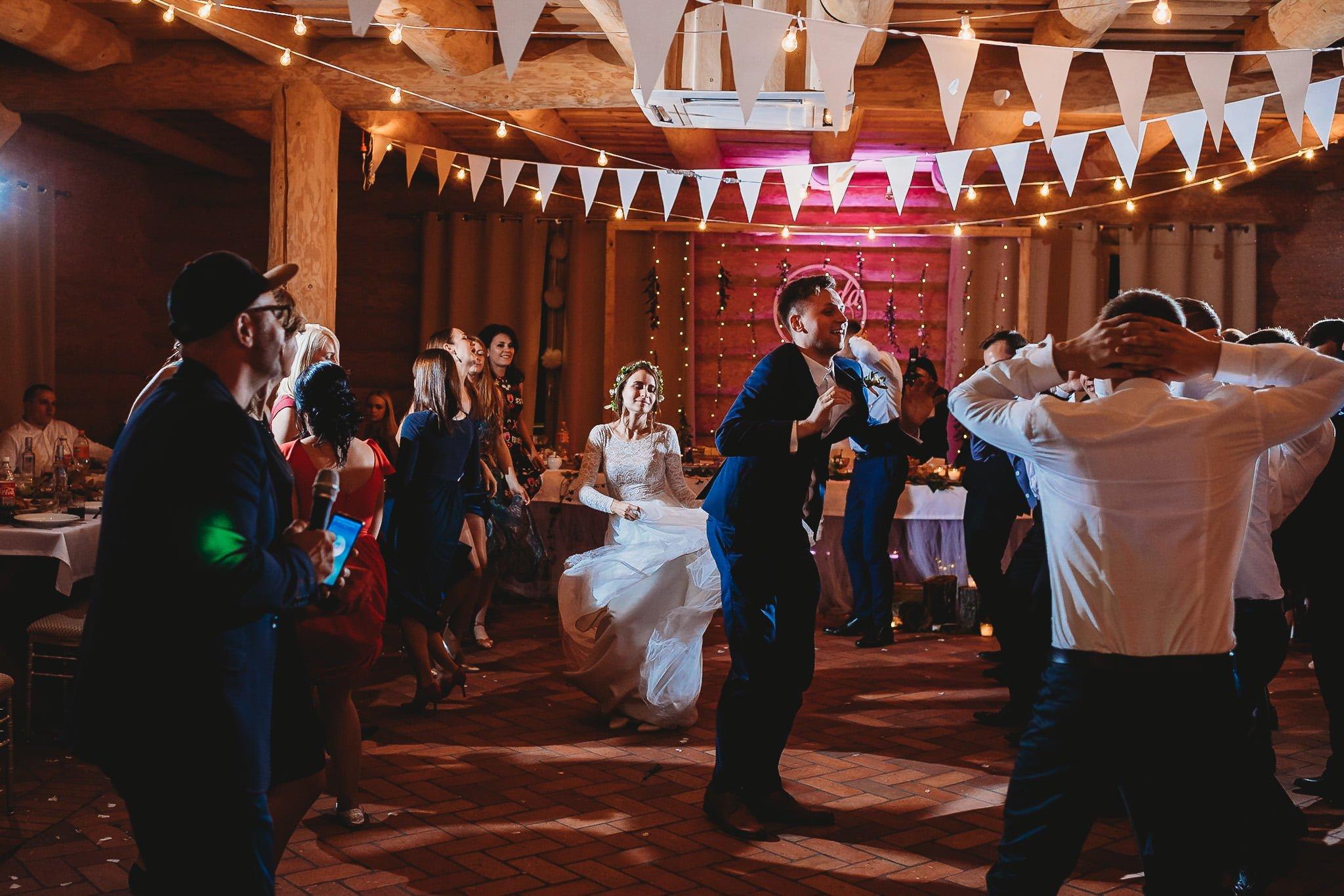 Fantastyczny ślub w stylu rustykalnym, wesele w Kapitańskiej  fotograf ślubny Konin 488